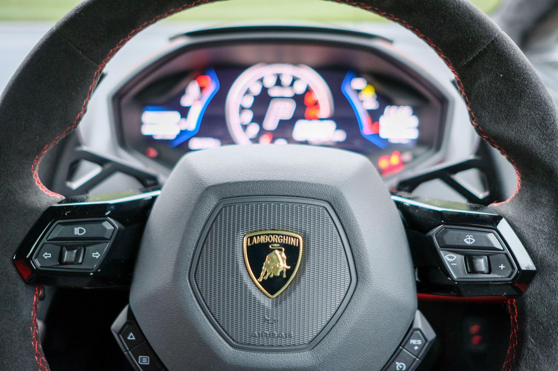 Lamborghini Huracan 5.2 V10 640 2dr Auto AWD image 15