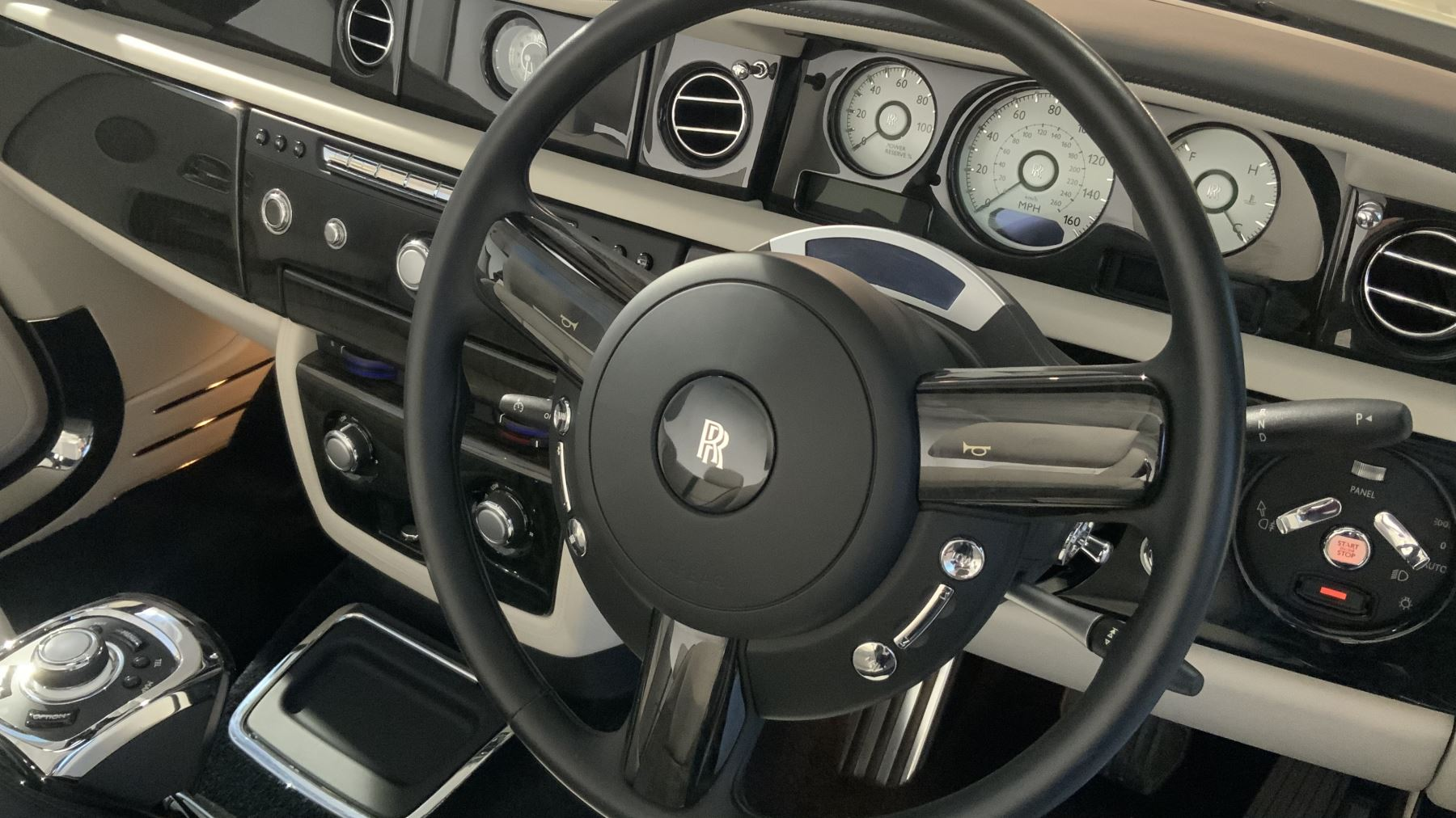 Rolls-Royce Phantom Drophead Coupe Series 2 image 26