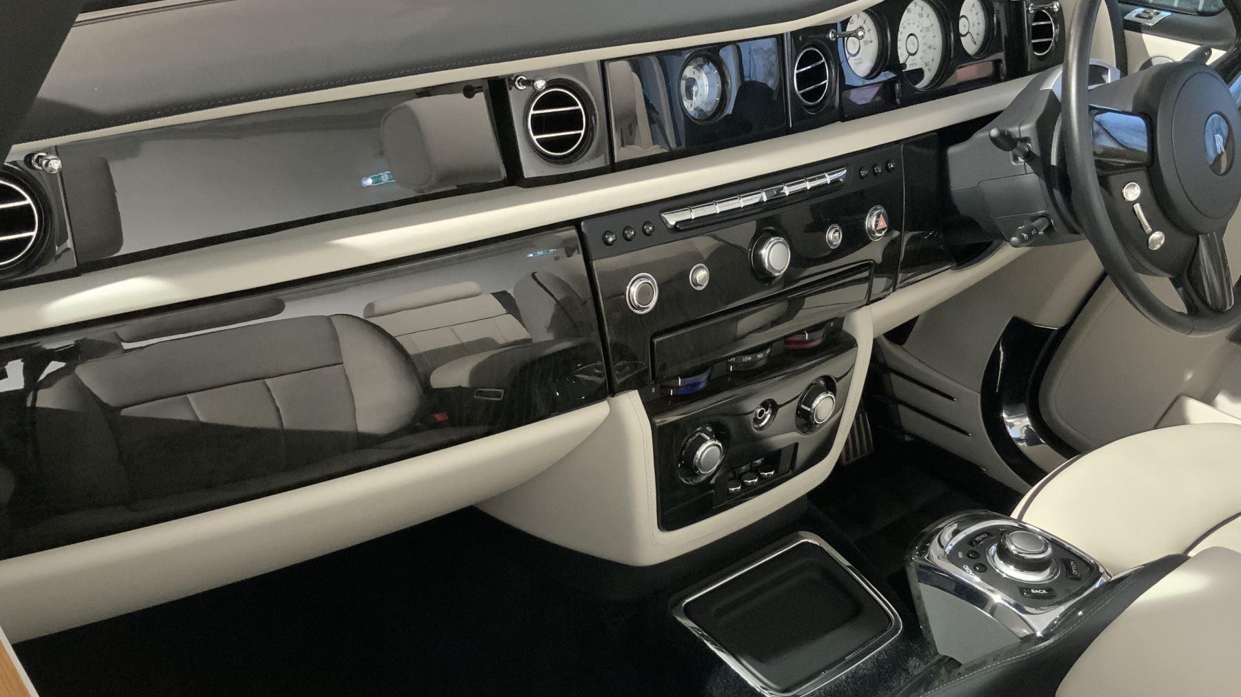 Rolls-Royce Phantom Drophead Coupe Series 2 image 6