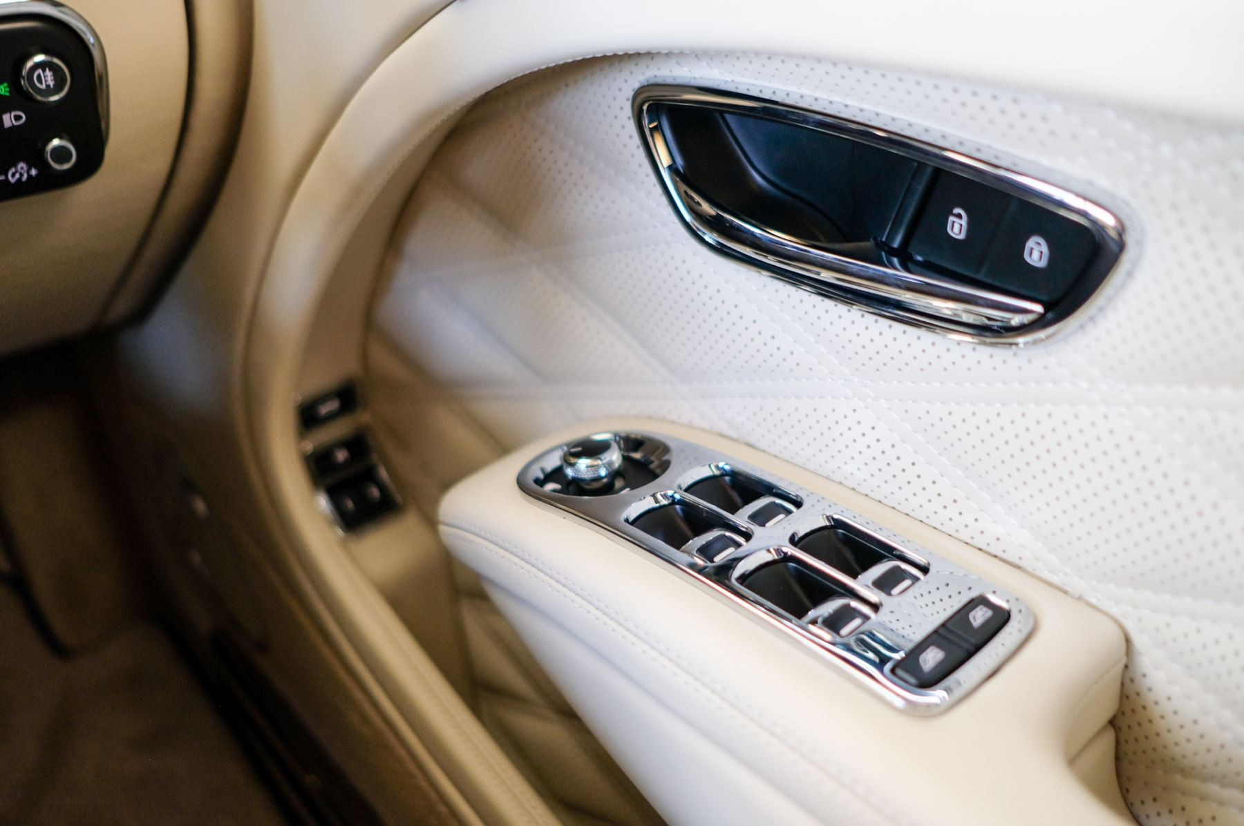Bentley Mulsanne Speed 6.8 V8 Speed - Speed Premier, Entertainment and Comfort Specification image 26