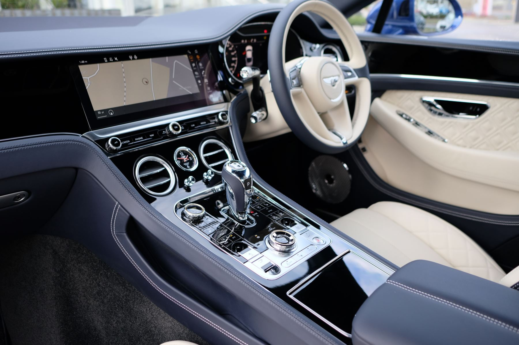 Bentley Continental GT 4.0 V8 Mulliner Driving Spec 2dr Auto - Centenary and Touring Specification image 11