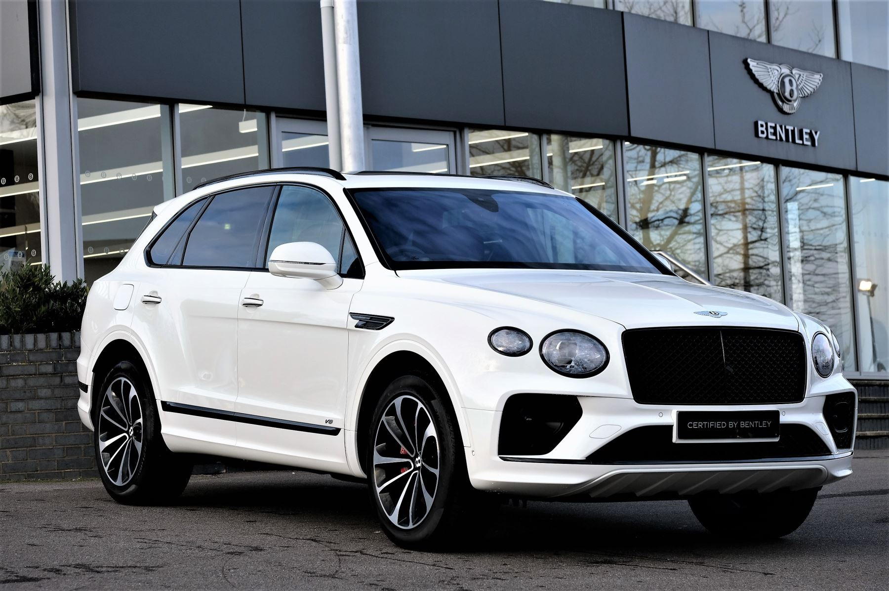 Bentley Bentayga 4.0 V8 - Touring and Front Seat Comfort Specification  image 1