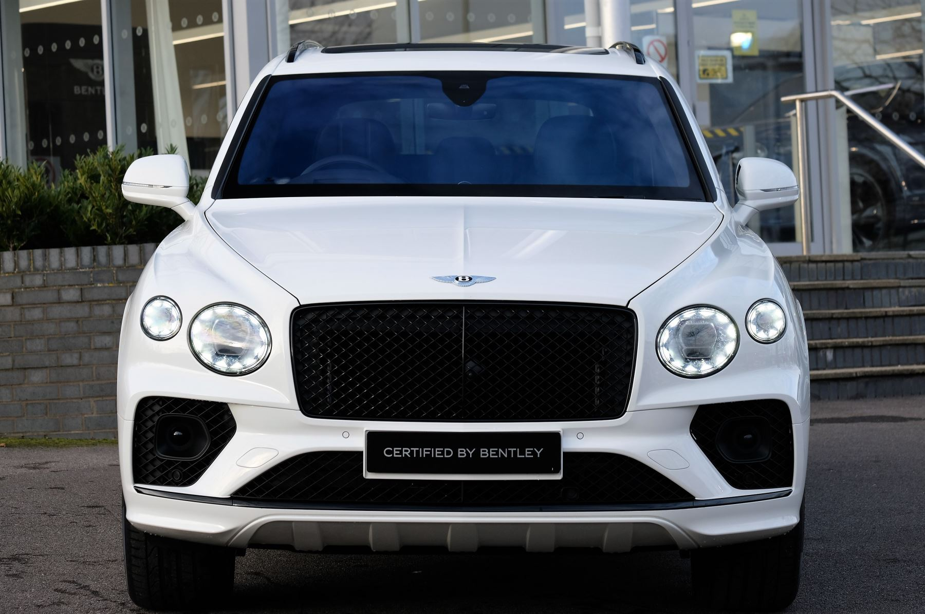 Bentley Bentayga 4.0 V8 - Touring and Front Seat Comfort Specification  image 2