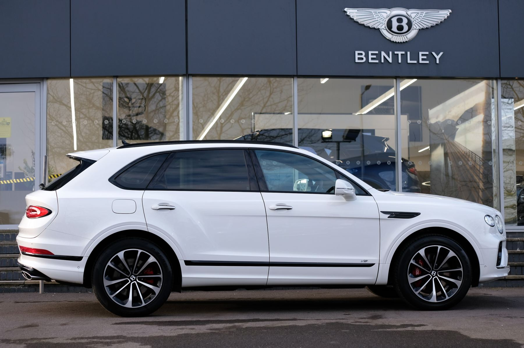 Bentley Bentayga 4.0 V8 - Touring and Front Seat Comfort Specification  image 3