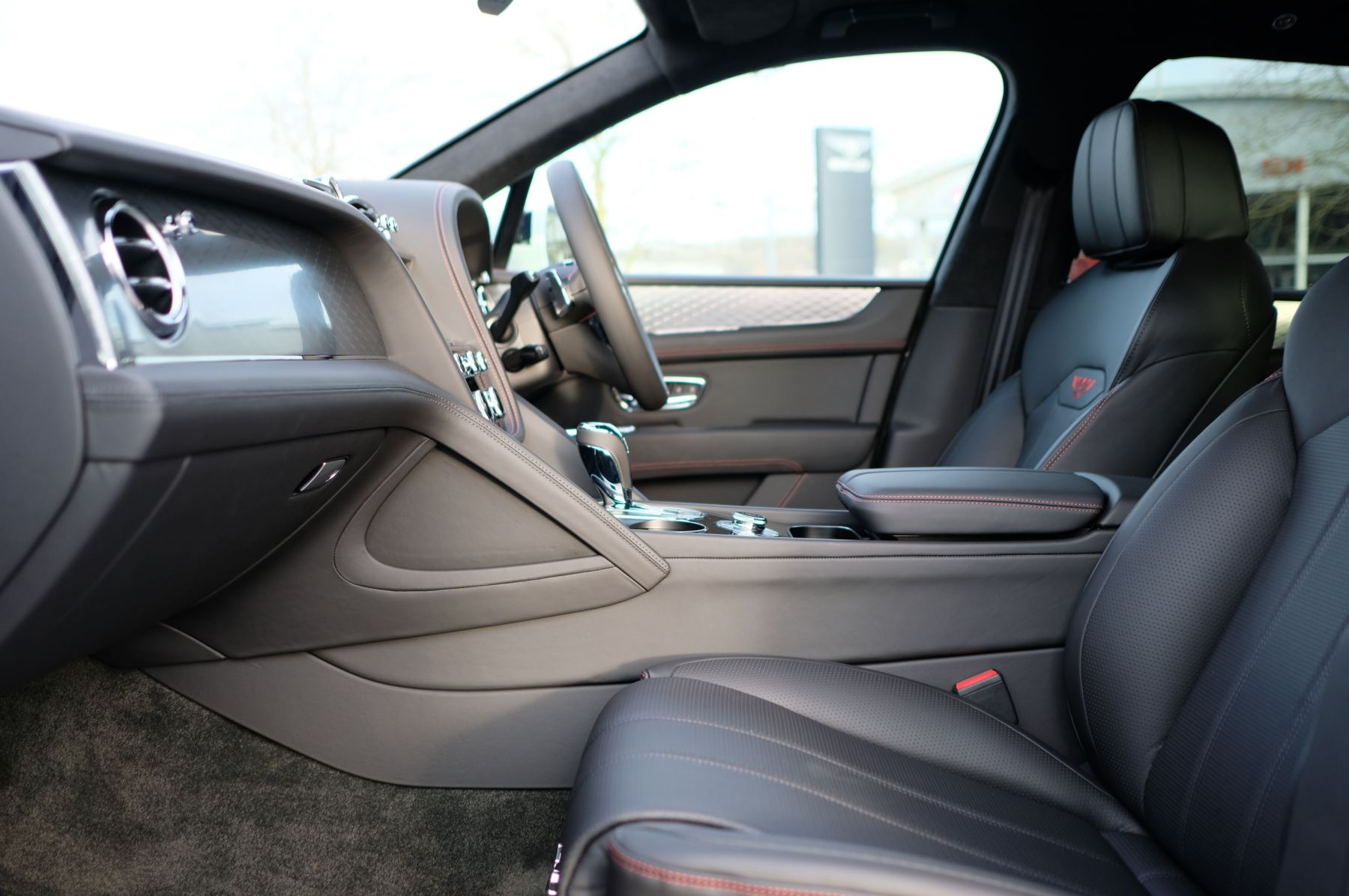 Bentley Bentayga 4.0 V8 - Touring and Front Seat Comfort Specification  image 15