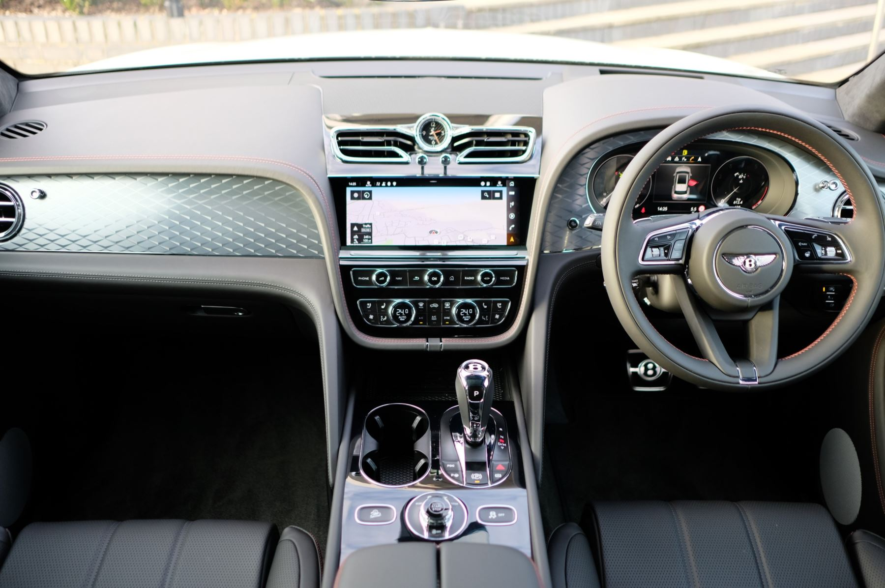 Bentley Bentayga 4.0 V8 - Touring and Front Seat Comfort Specification  image 12