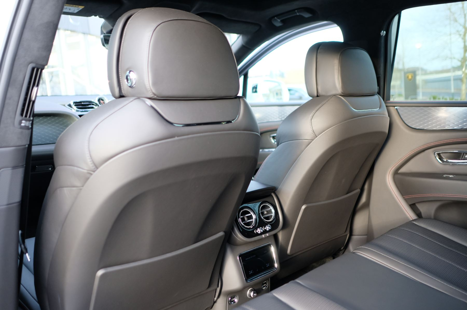 Bentley Bentayga 4.0 V8 - Touring and Front Seat Comfort Specification  image 13