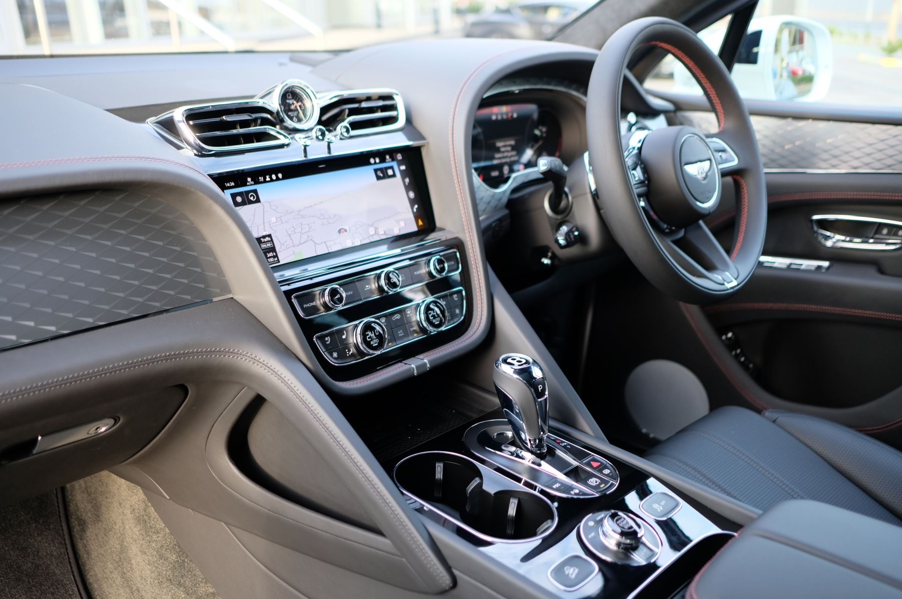 Bentley Bentayga 4.0 V8 - Touring and Front Seat Comfort Specification  image 11