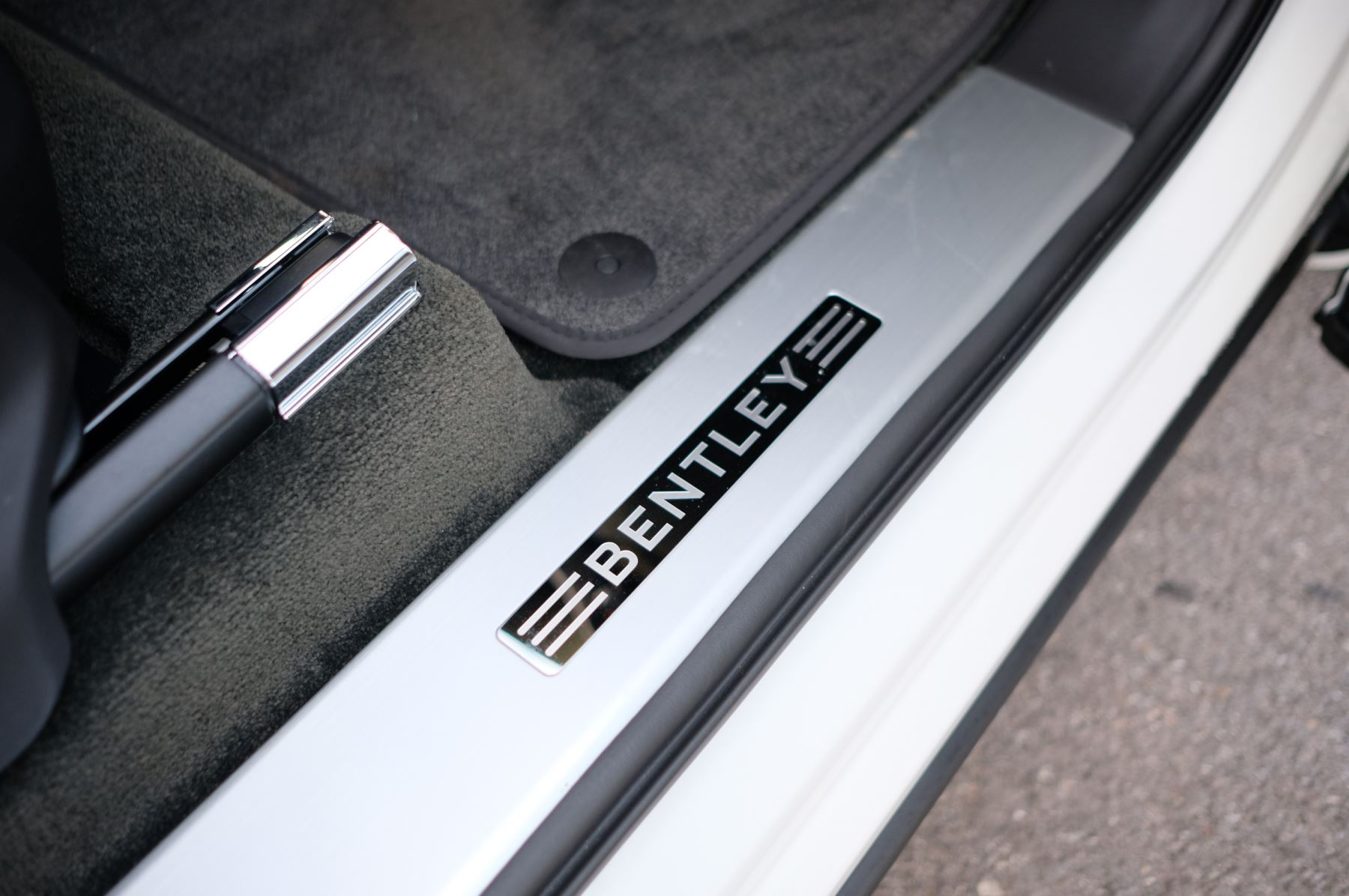 Bentley Bentayga 4.0 V8 - Touring and Front Seat Comfort Specification  image 19