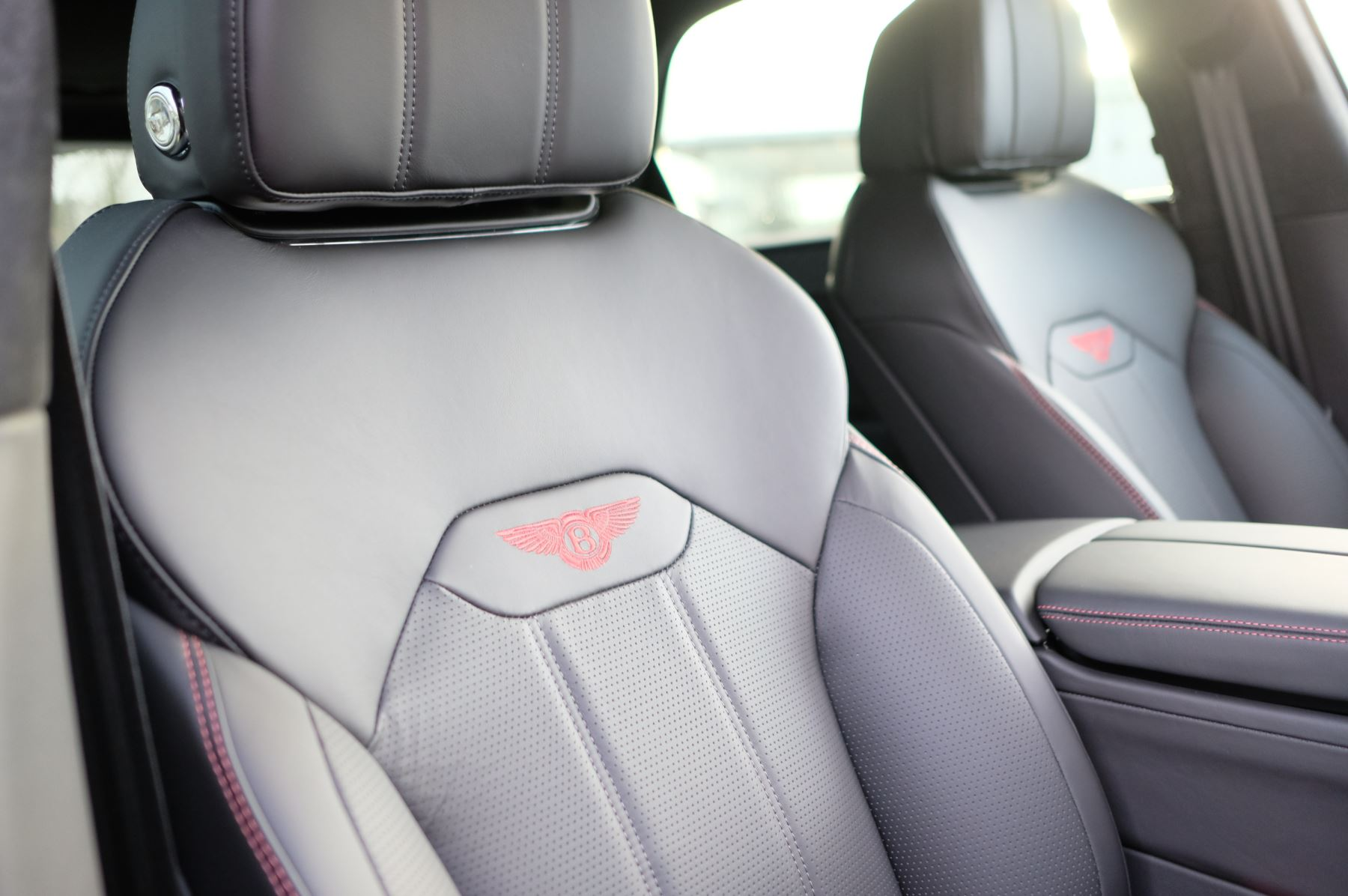 Bentley Bentayga 4.0 V8 - Touring and Front Seat Comfort Specification  image 20