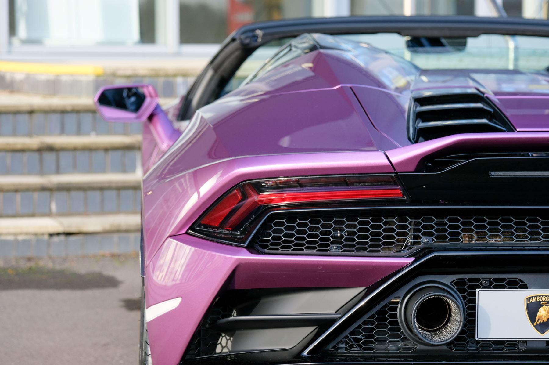 Lamborghini Huracan EVO Spyder 5.2 V10 640 2dr Auto AWD image 11