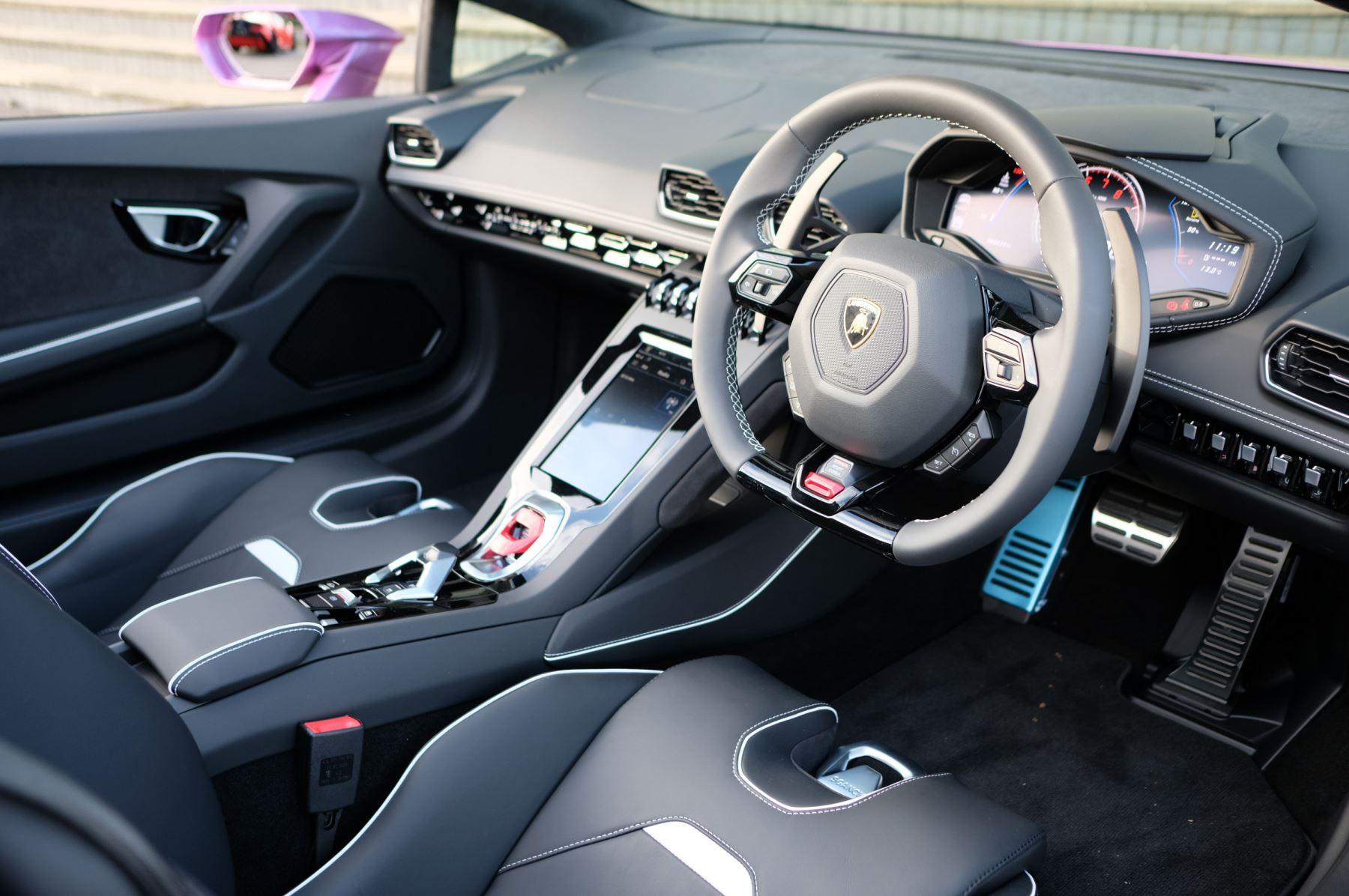 Lamborghini Huracan EVO Spyder 5.2 V10 640 2dr Auto AWD image 14