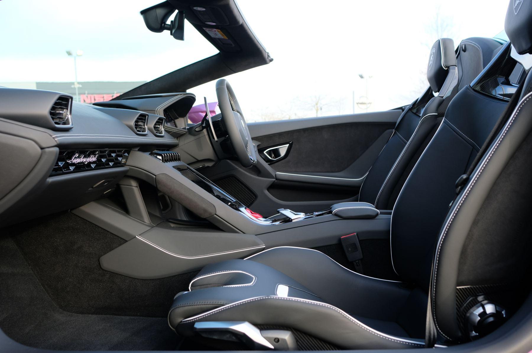 Lamborghini Huracan EVO Spyder 5.2 V10 640 2dr Auto AWD image 6