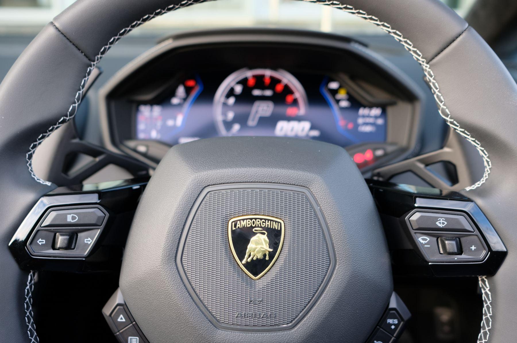 Lamborghini Huracan EVO Spyder 5.2 V10 640 2dr Auto AWD image 15