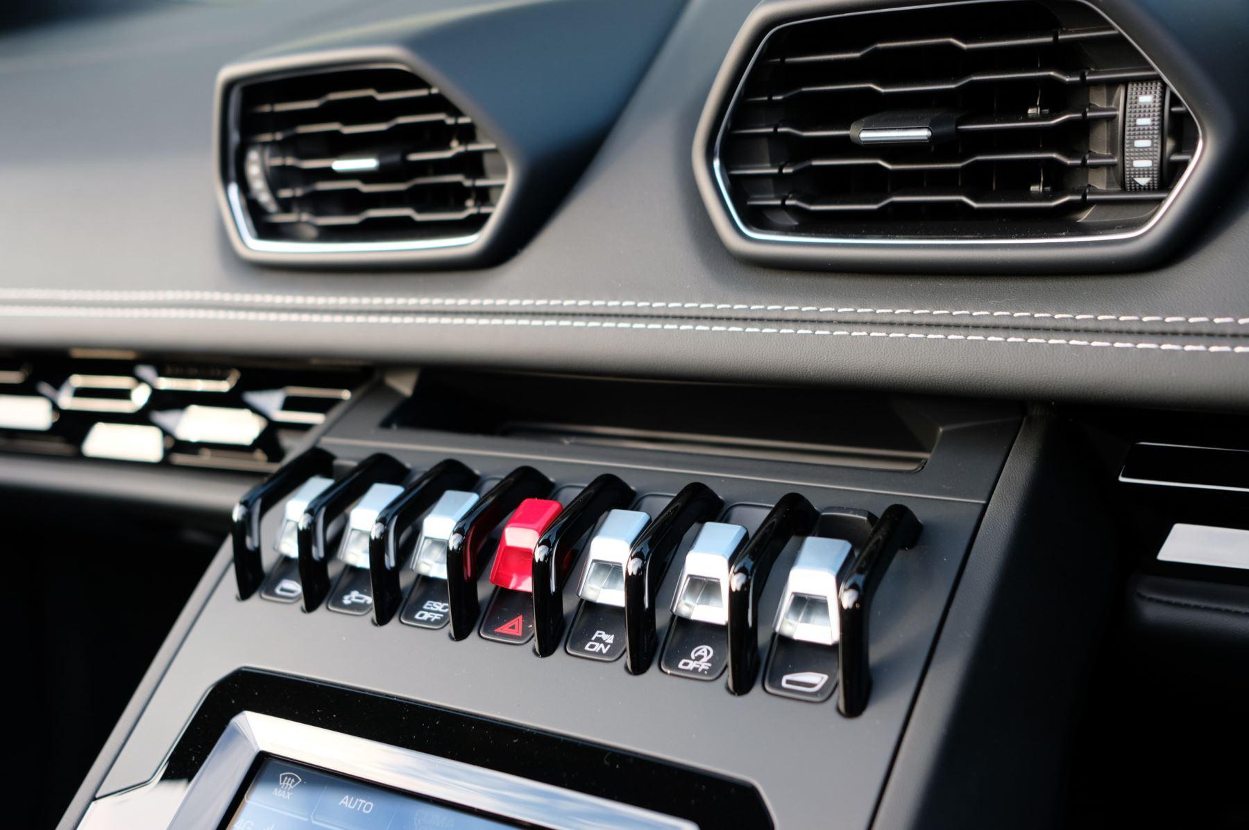 Lamborghini Huracan EVO Spyder 5.2 V10 640 2dr Auto AWD image 17
