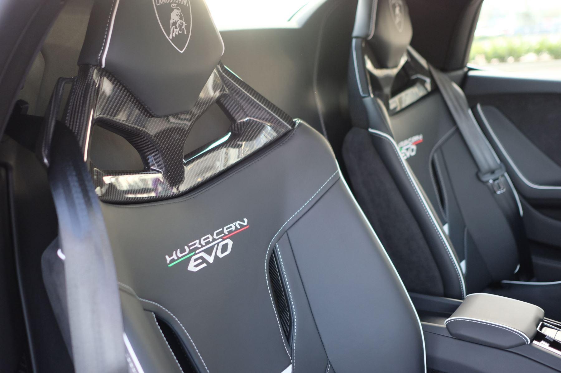 Lamborghini Huracan EVO Spyder 5.2 V10 640 2dr Auto AWD image 25