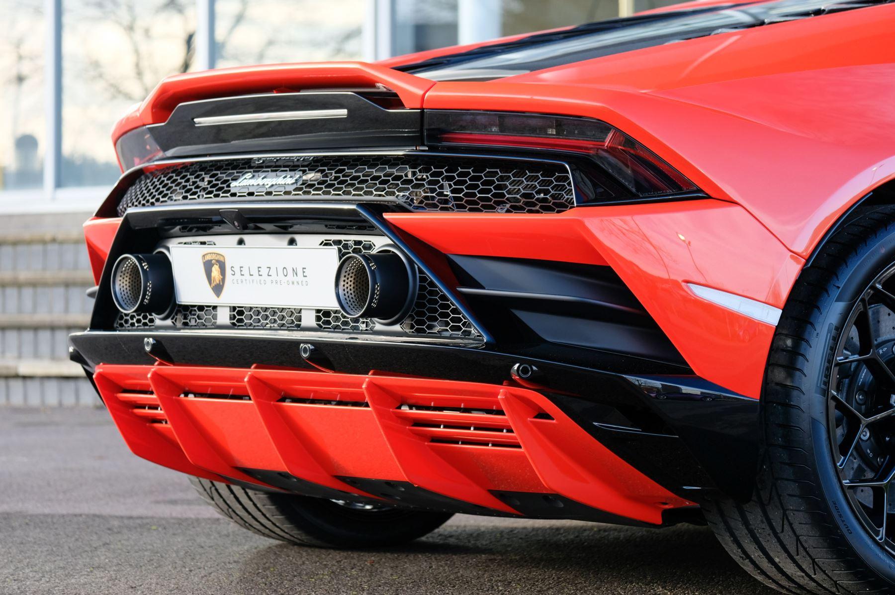 Lamborghini Huracan EVO 5.2 V10 640 2dr Auto AWD image 12