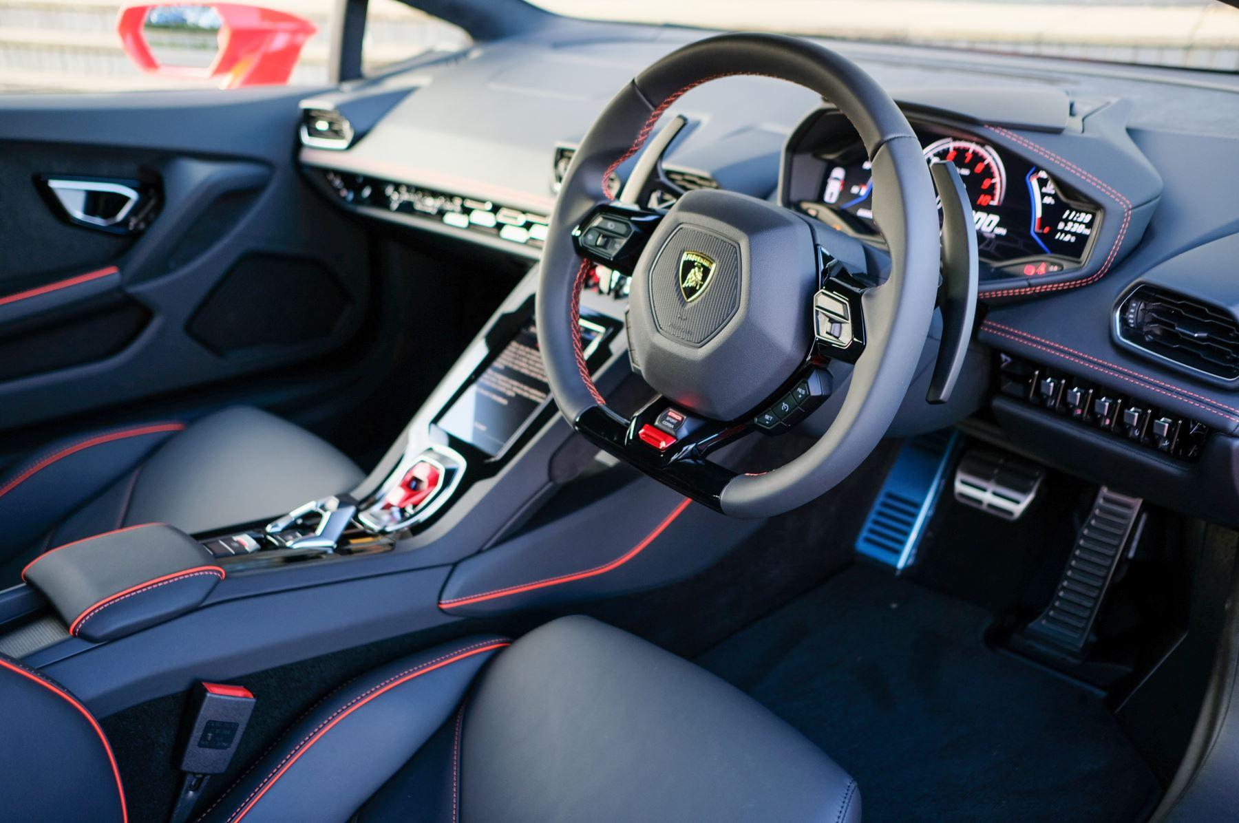 Lamborghini Huracan EVO 5.2 V10 640 2dr Auto AWD image 17