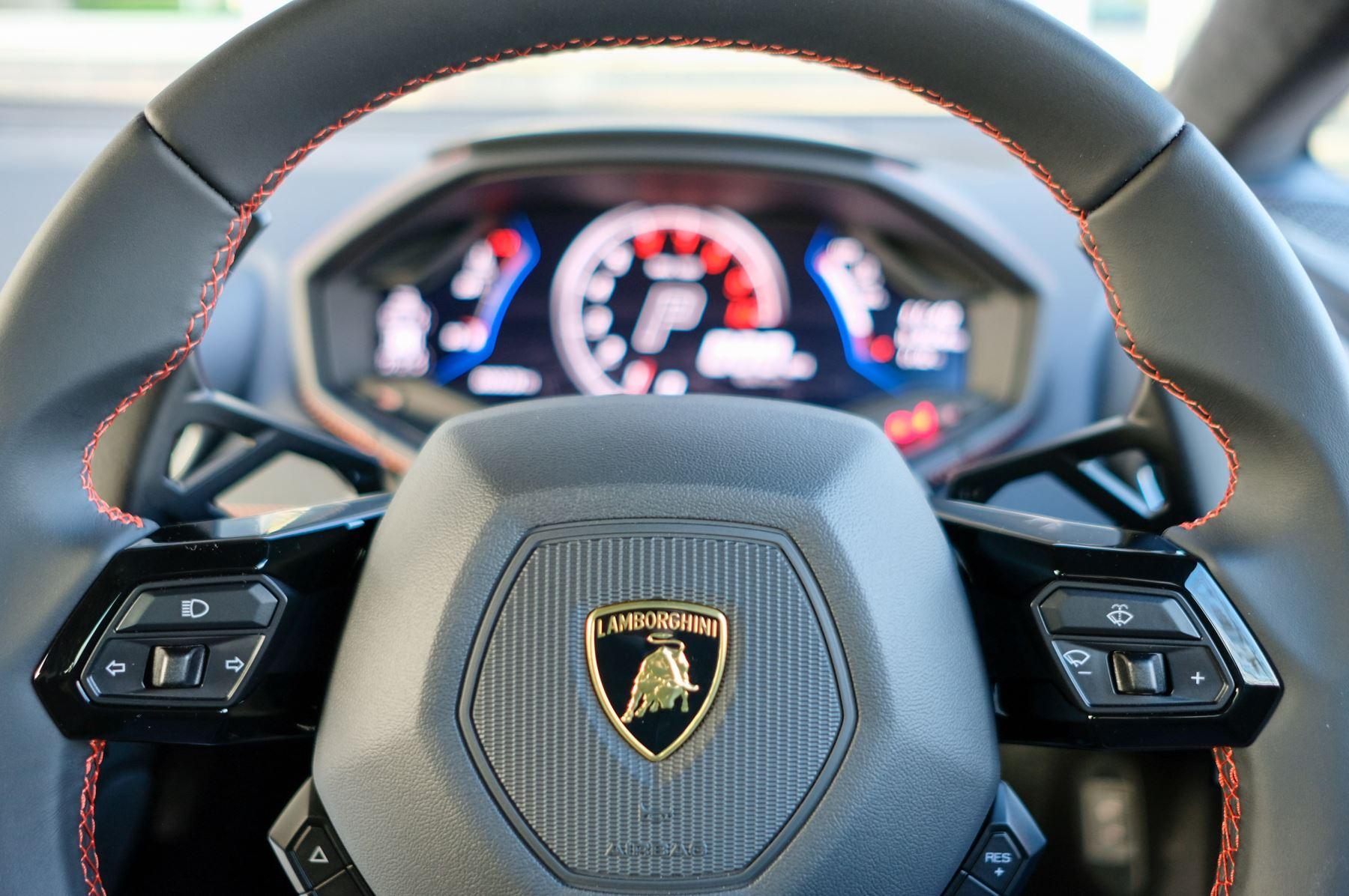 Lamborghini Huracan EVO 5.2 V10 640 2dr Auto AWD image 18