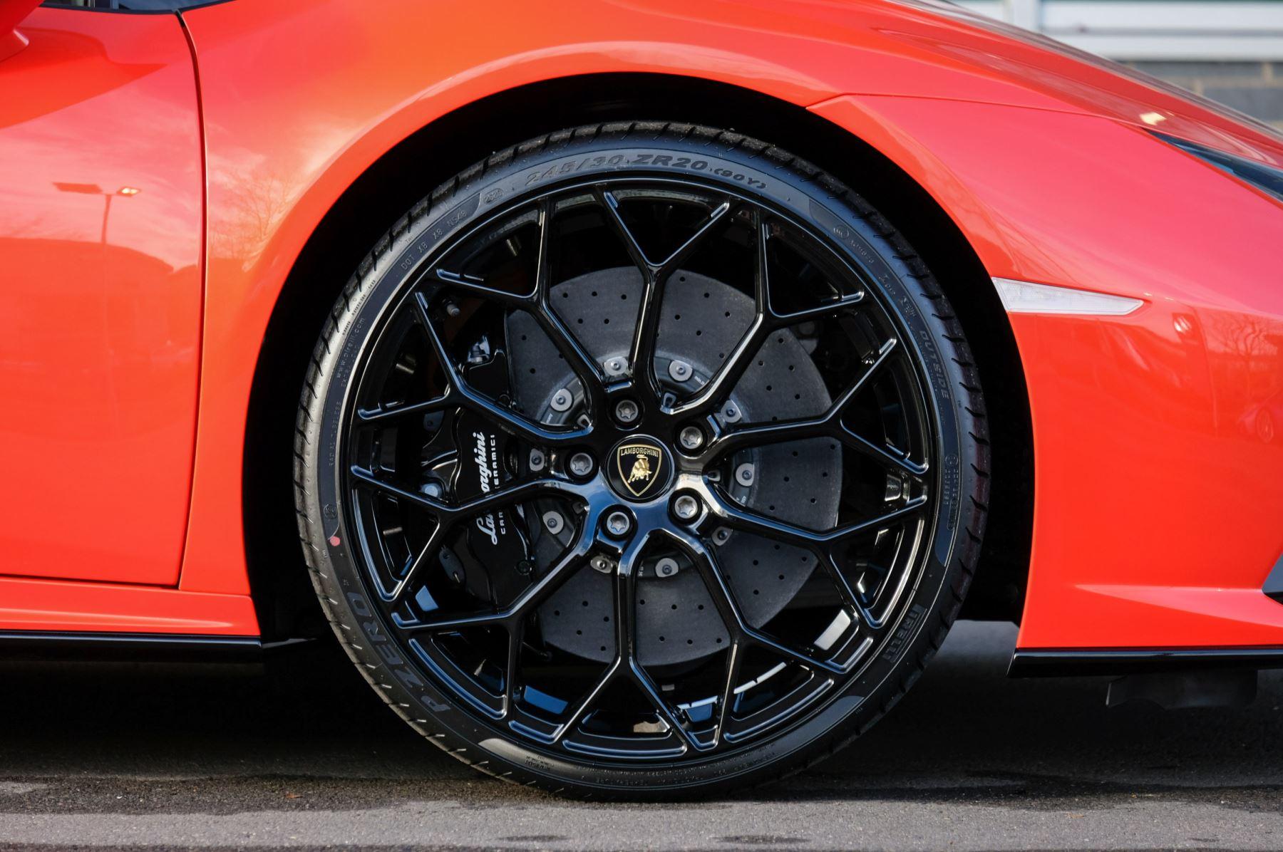 Lamborghini Huracan EVO 5.2 V10 640 2dr Auto AWD image 9