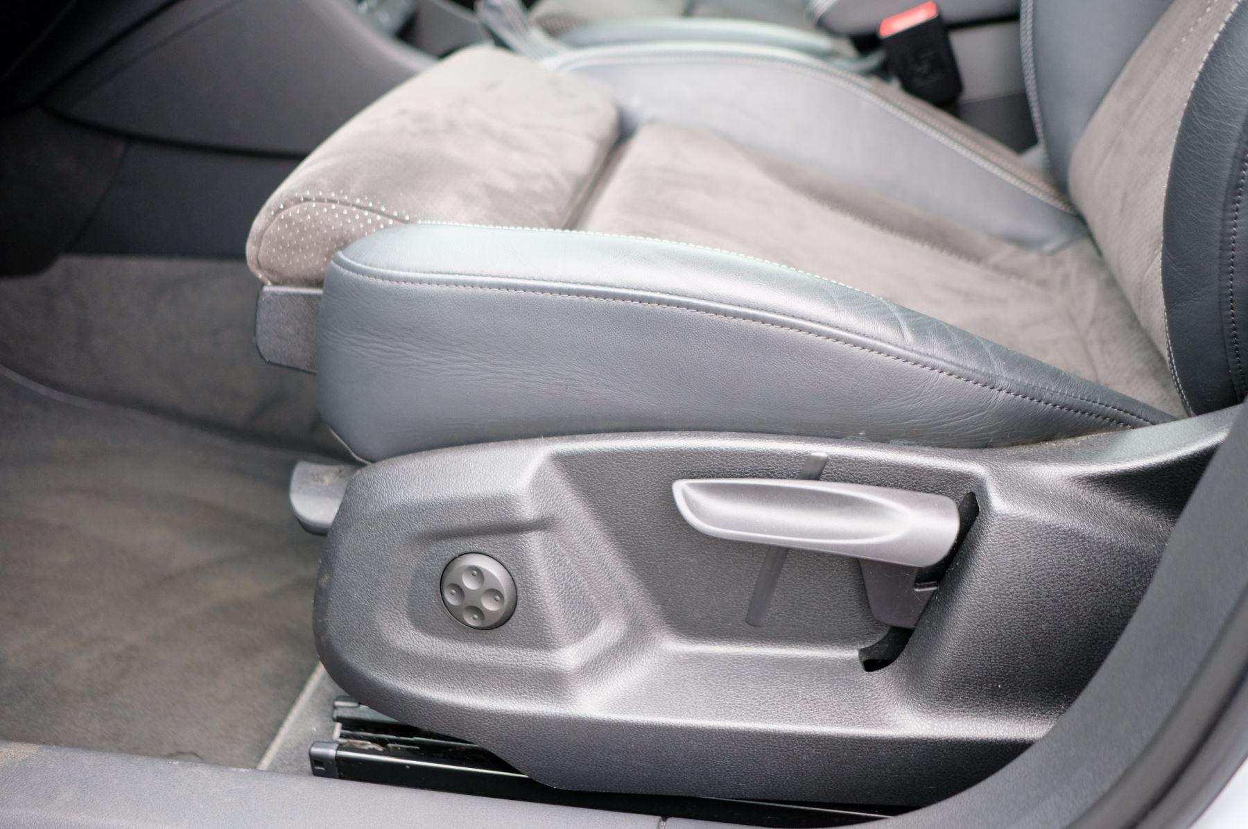 Audi Q3 2.0T FSI Quattro Black Edition 5dr S Tronic - Panoramic glass sunroof image 22
