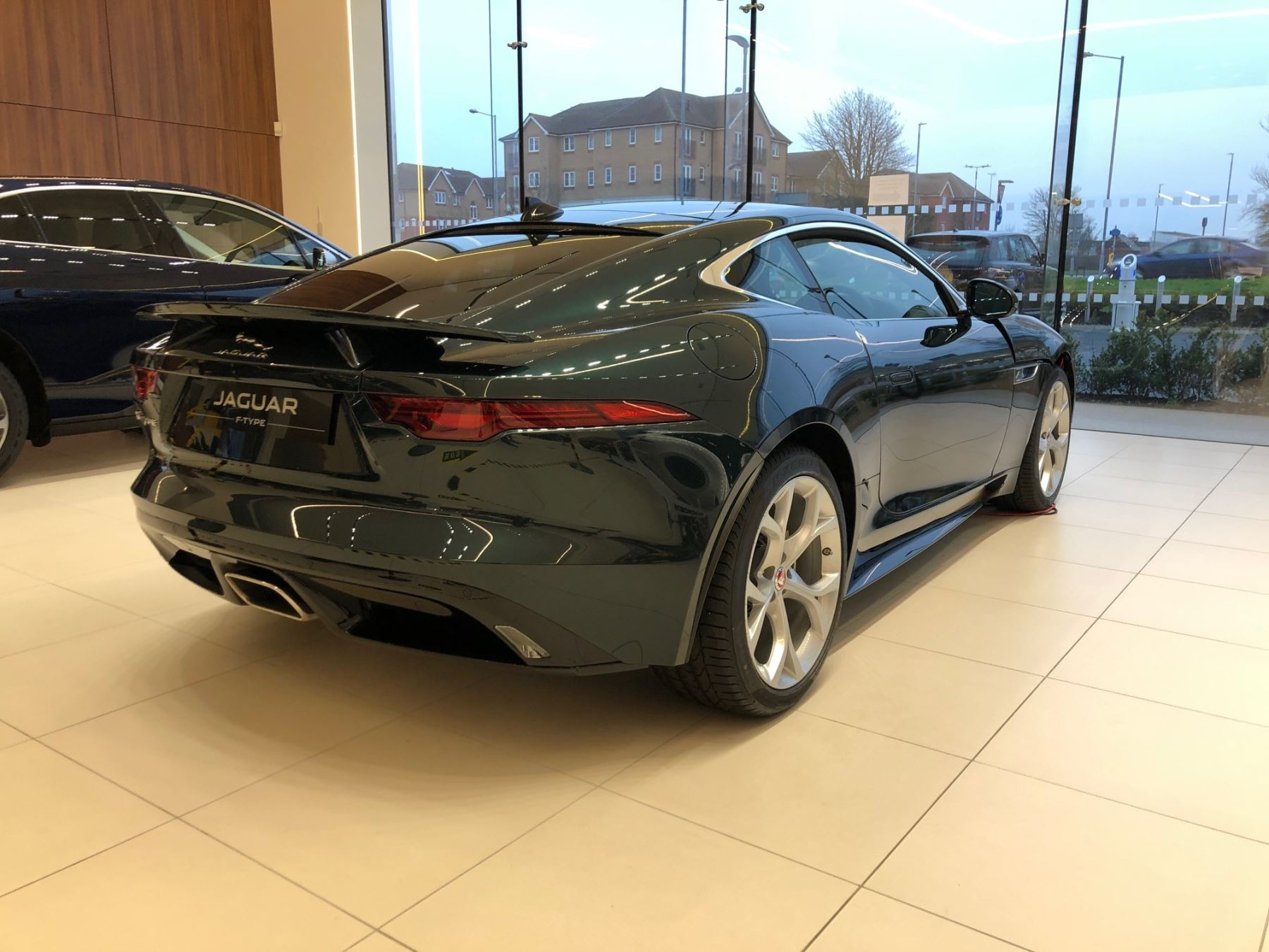 Jaguar F-TYPE Coupe Coupe 2.0 P300 RWD R-Dynamic image 2