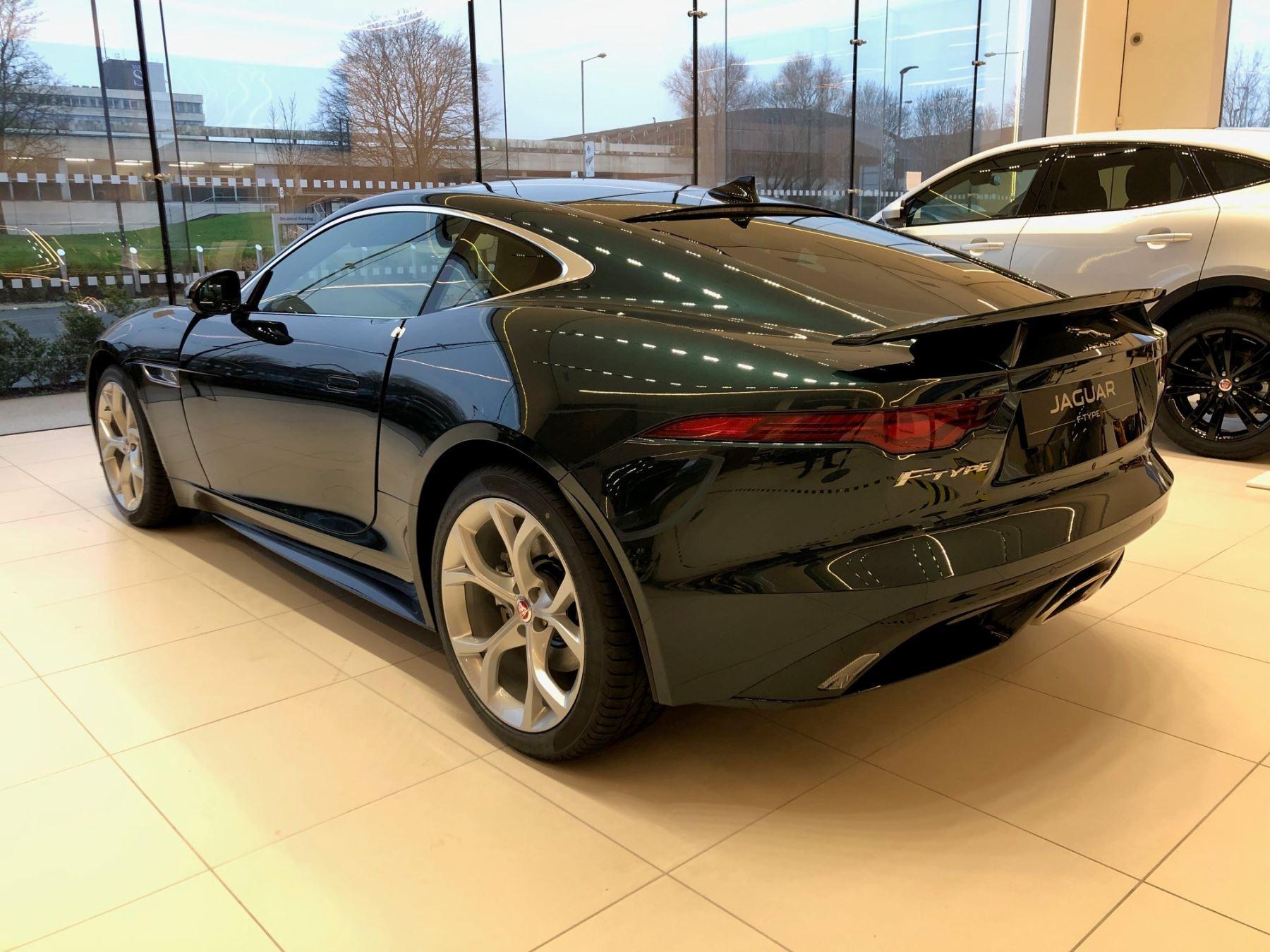 Jaguar F-TYPE Coupe Coupe 2.0 P300 RWD R-Dynamic image 3