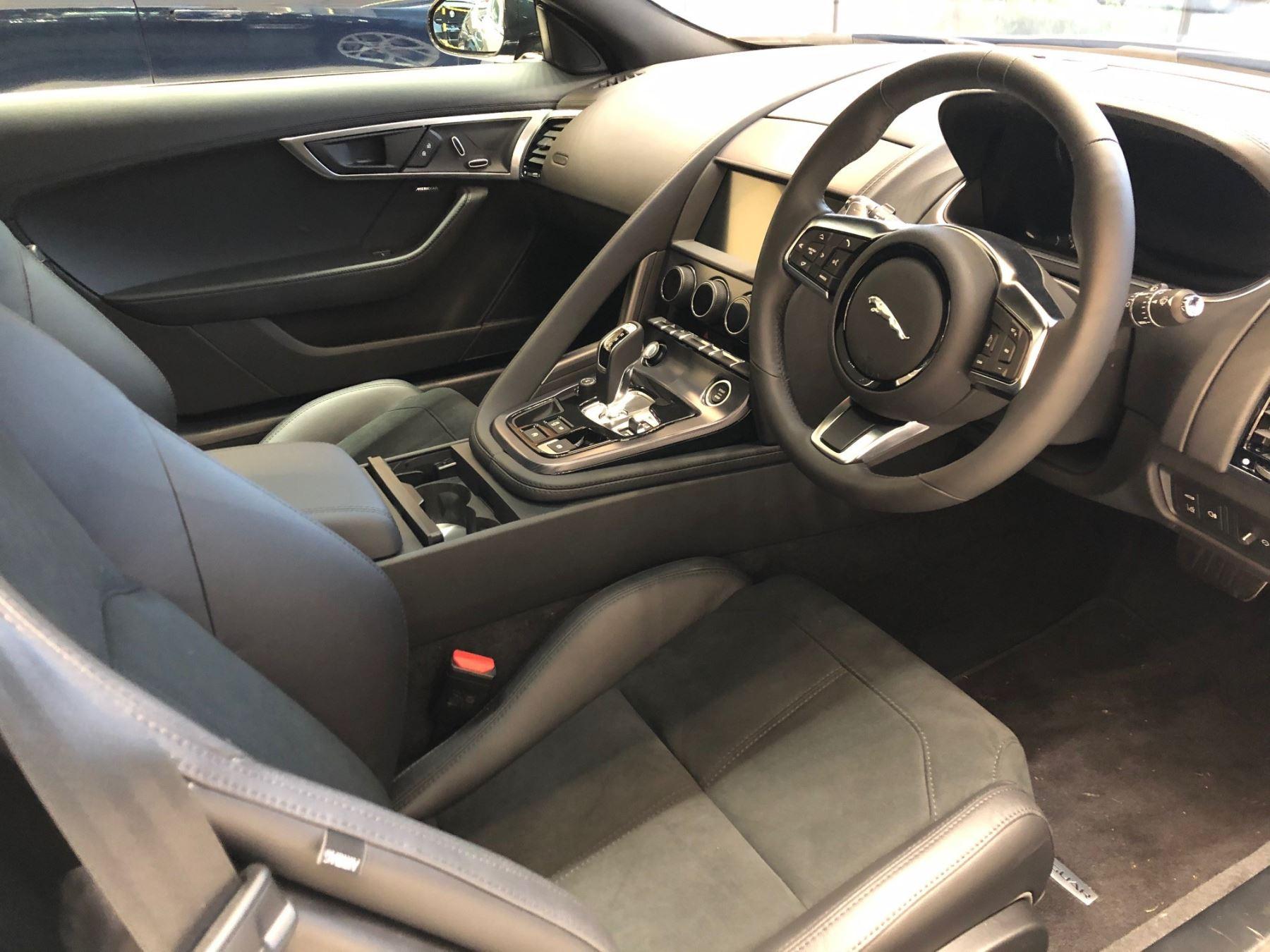 Jaguar F-TYPE Coupe Coupe 2.0 P300 RWD R-Dynamic image 4