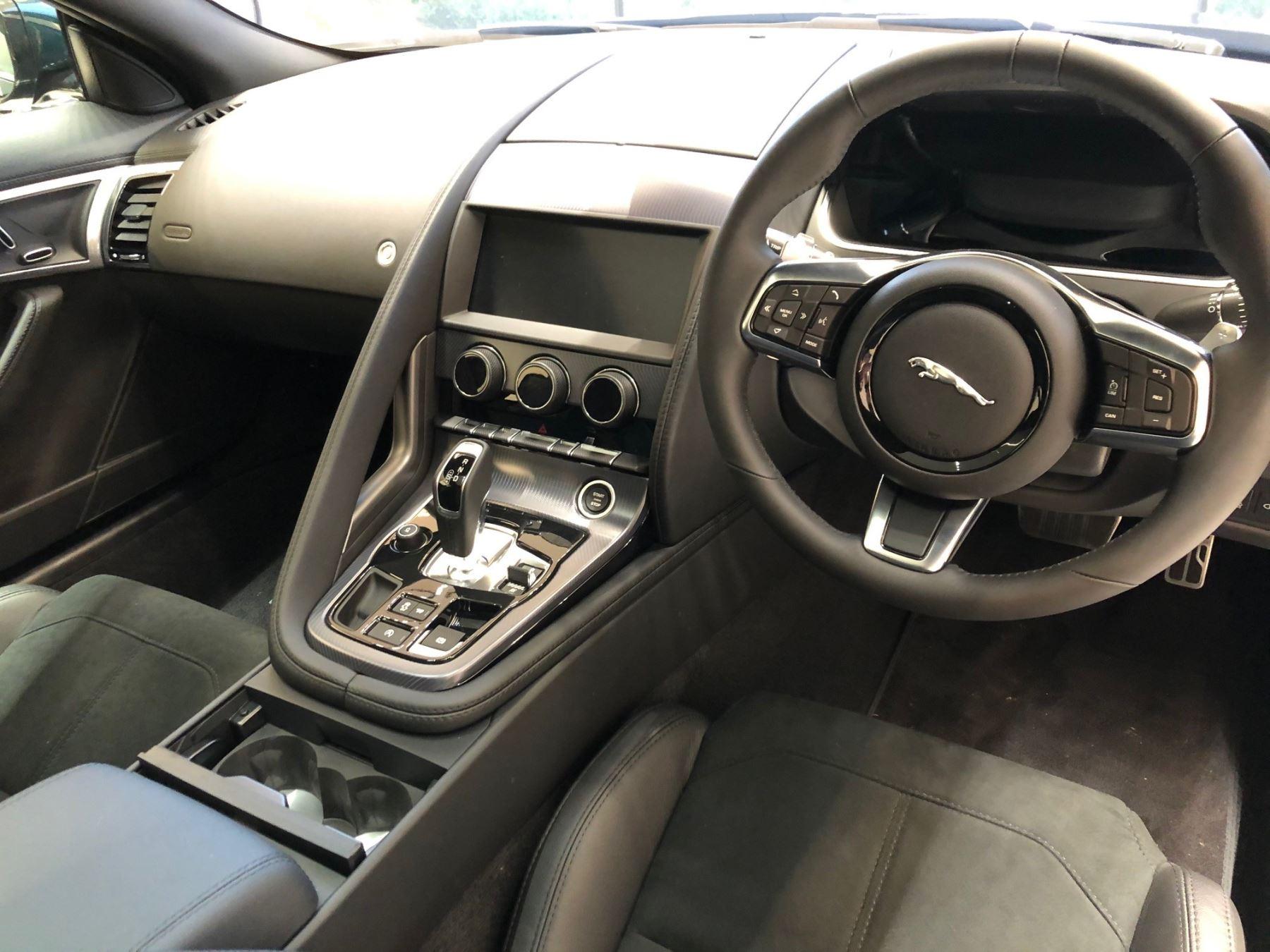 Jaguar F-TYPE Coupe Coupe 2.0 P300 RWD R-Dynamic image 5