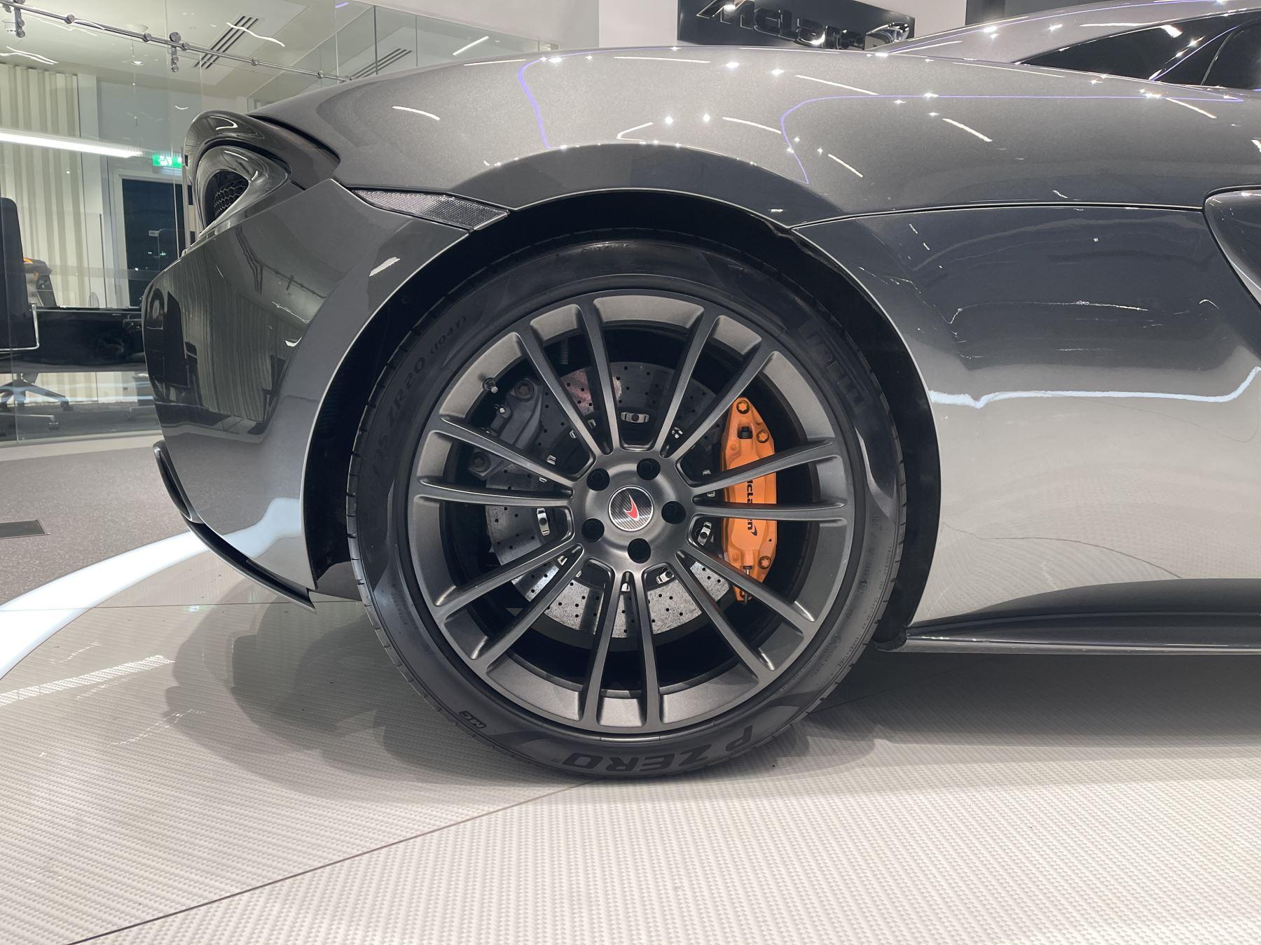 McLaren 570S Spider V8 2dr SSG image 7