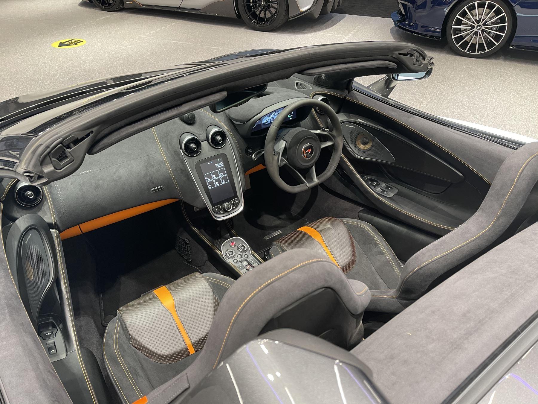 McLaren 570S Spider V8 2dr SSG image 18