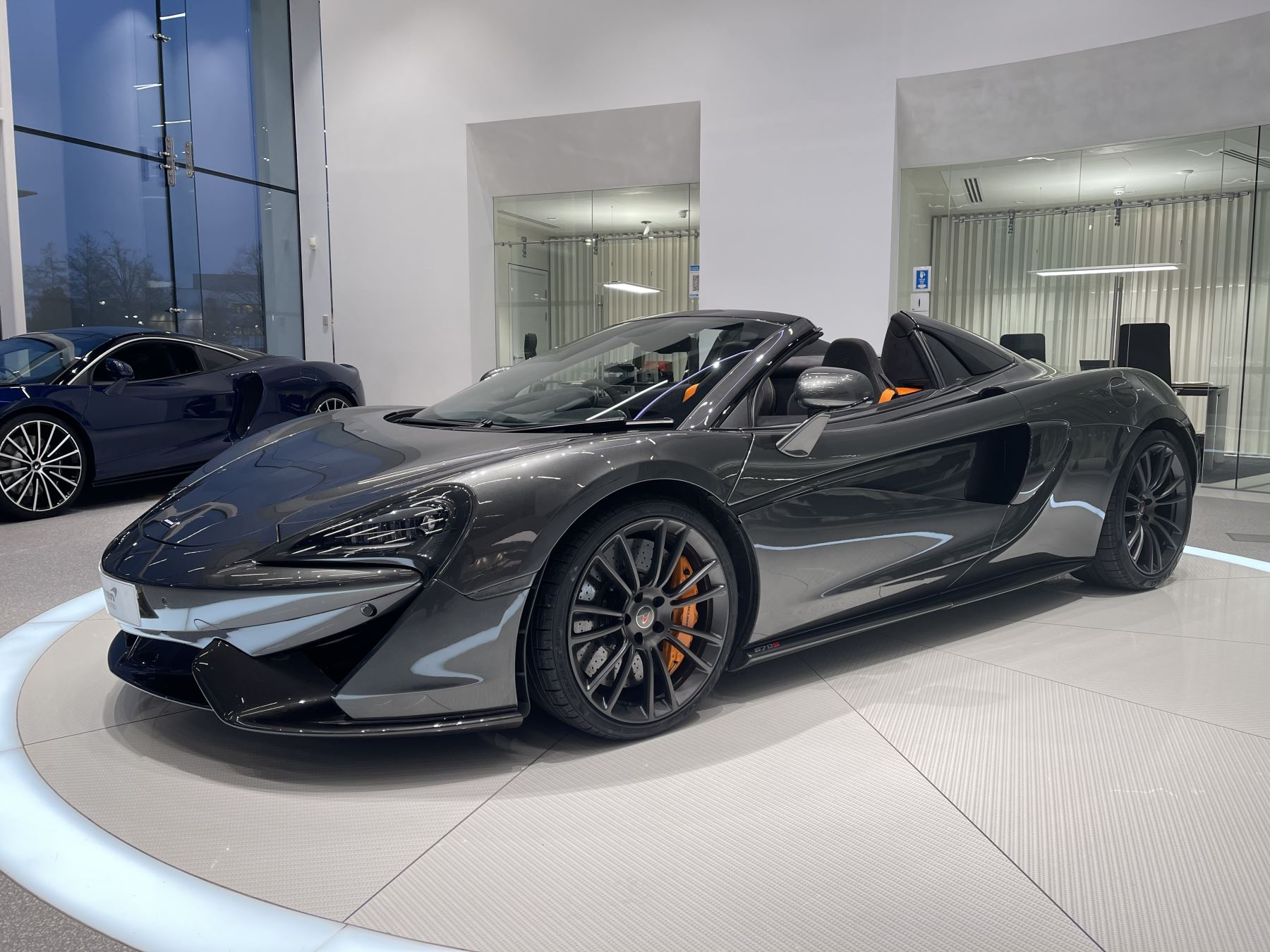 McLaren 570S Spider V8 2dr SSG image 23