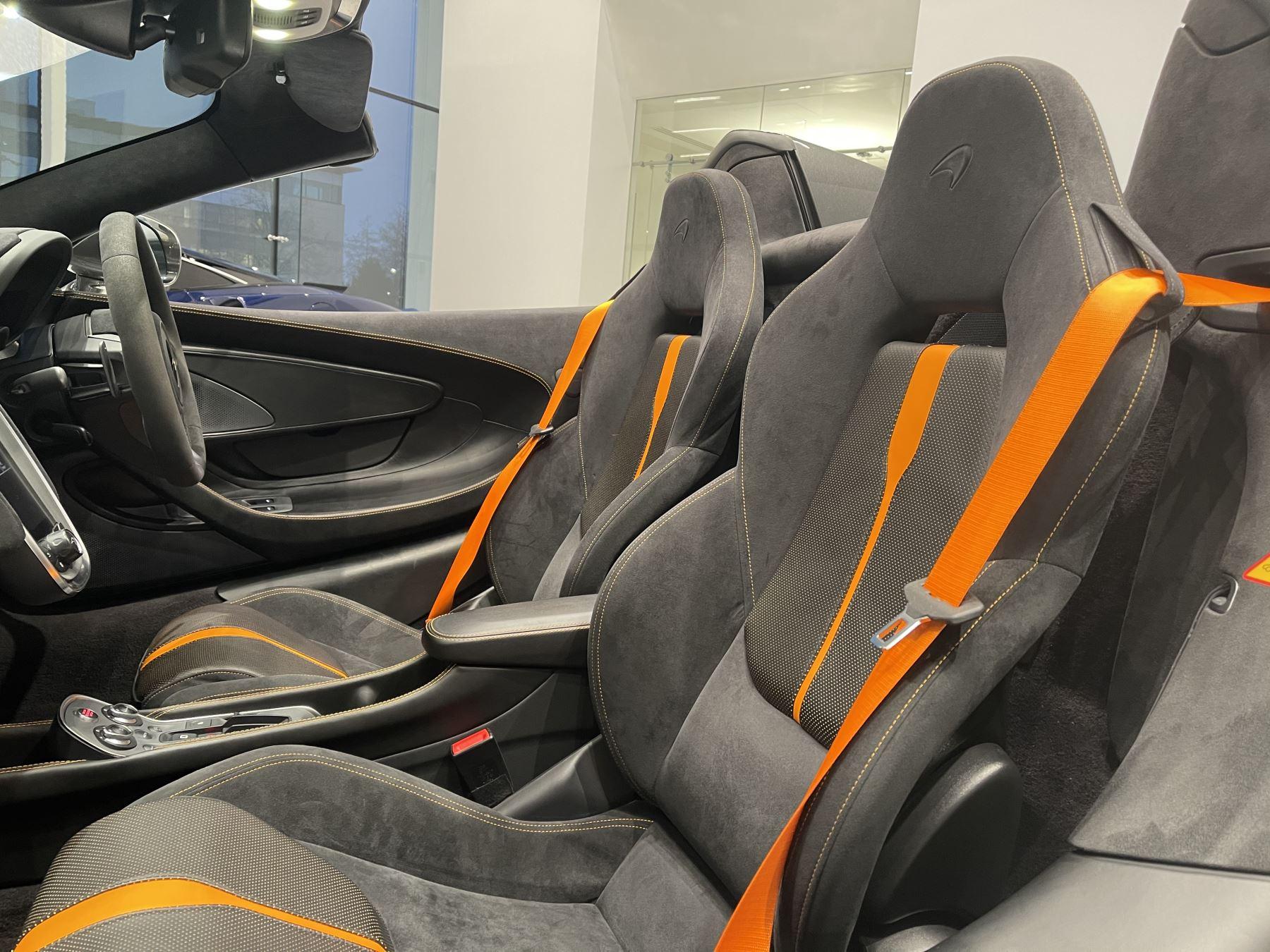 McLaren 570S Spider V8 2dr SSG image 24