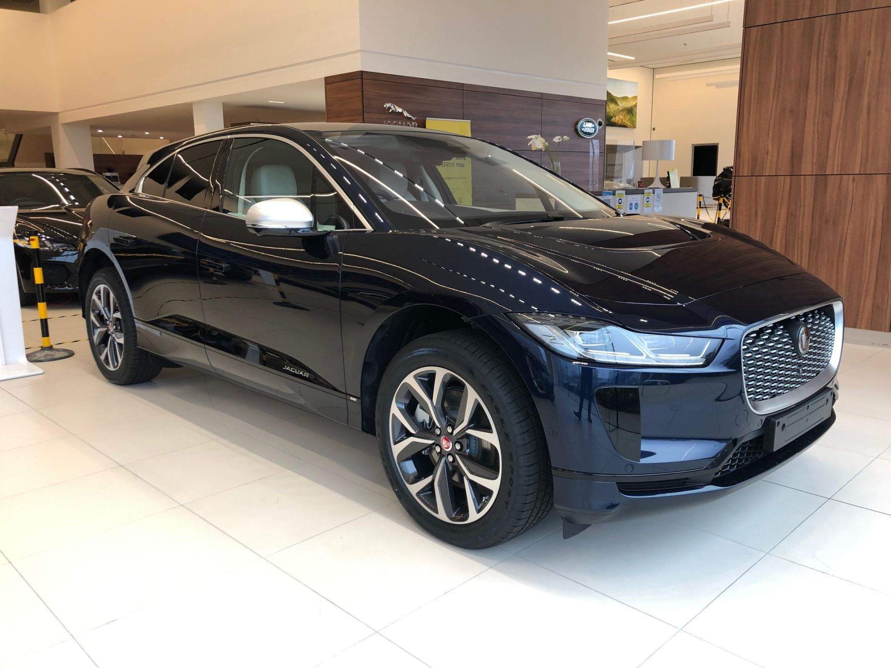 Jaguar I-PACE 2021 Model Year EV400 HSE AWD image 2