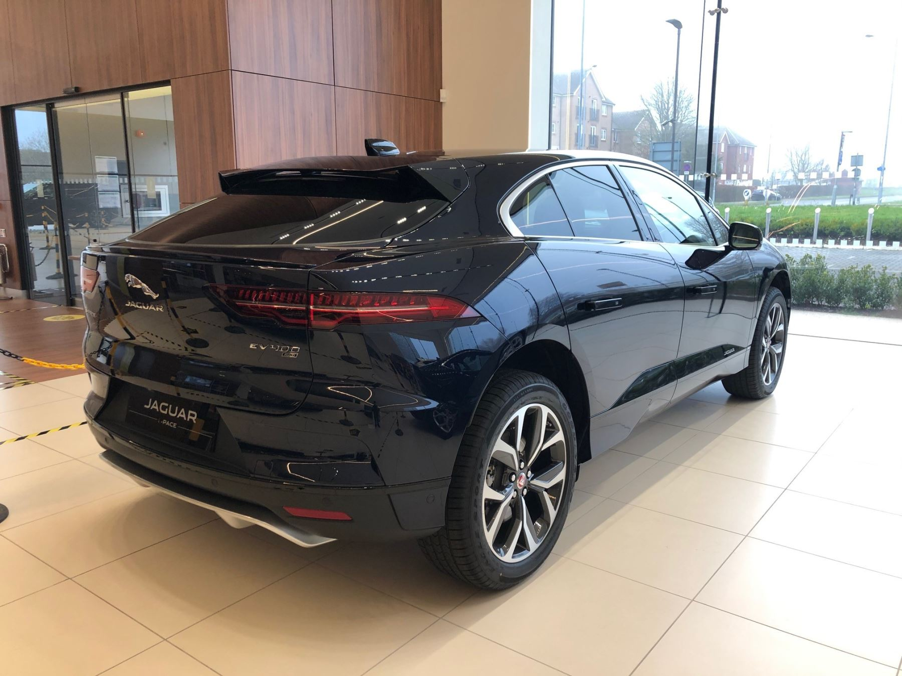 Jaguar I-PACE 2021 Model Year EV400 HSE AWD image 3
