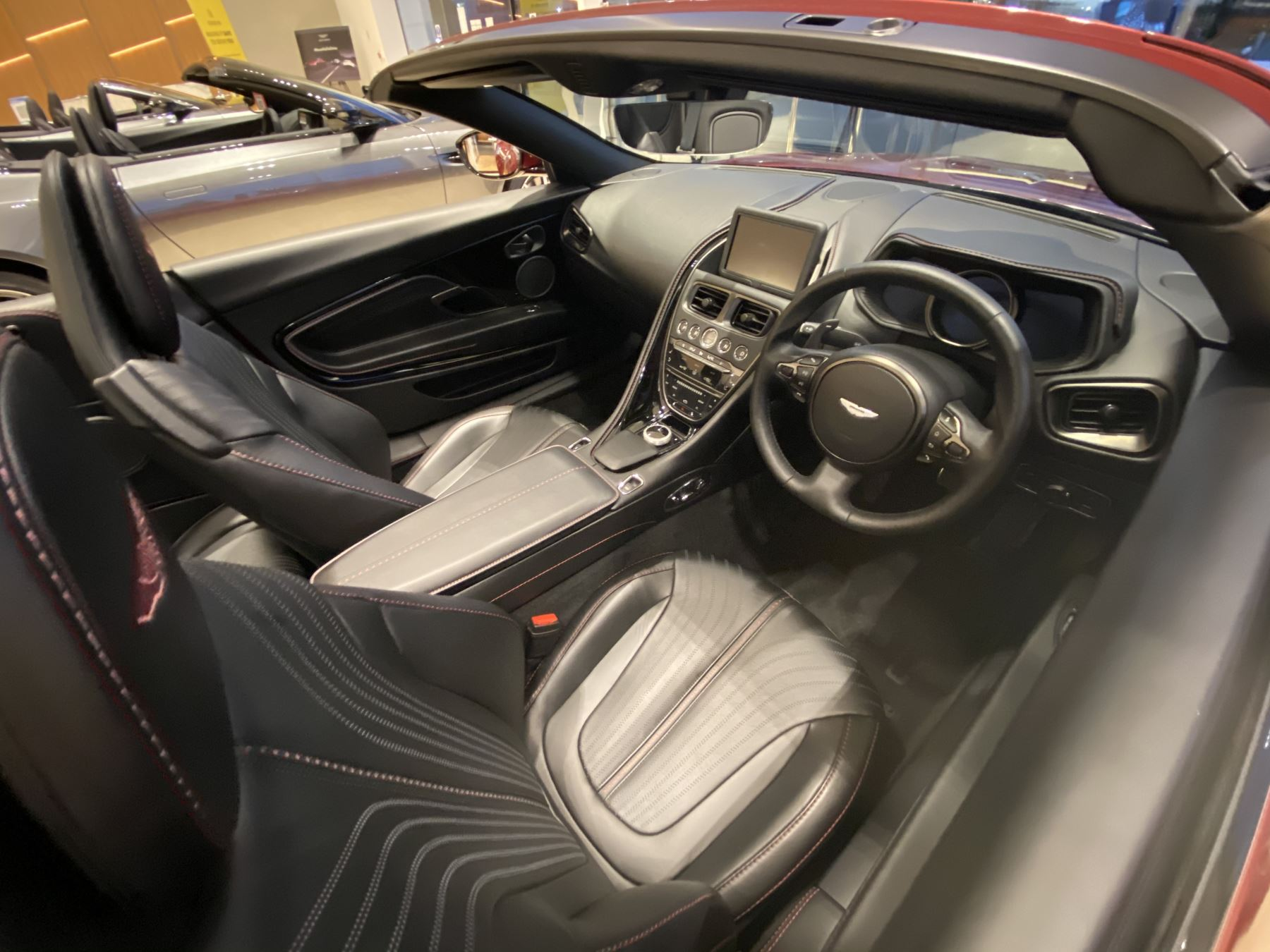 Aston Martin DB11 V8 Volante Touchtronic image 16