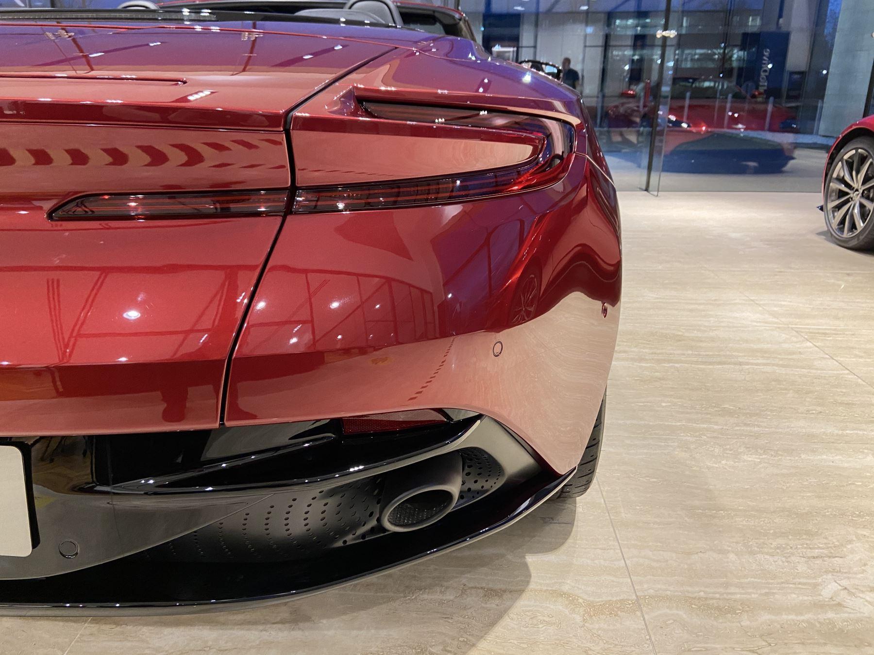 Aston Martin DB11 V8 Volante Touchtronic image 17