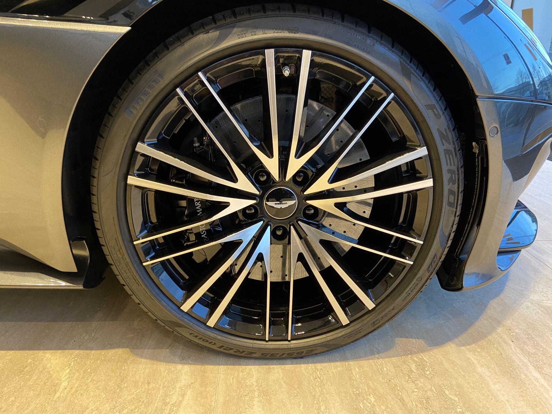 Aston Martin DBS V12 Superleggera Volante Touchtronic image 6