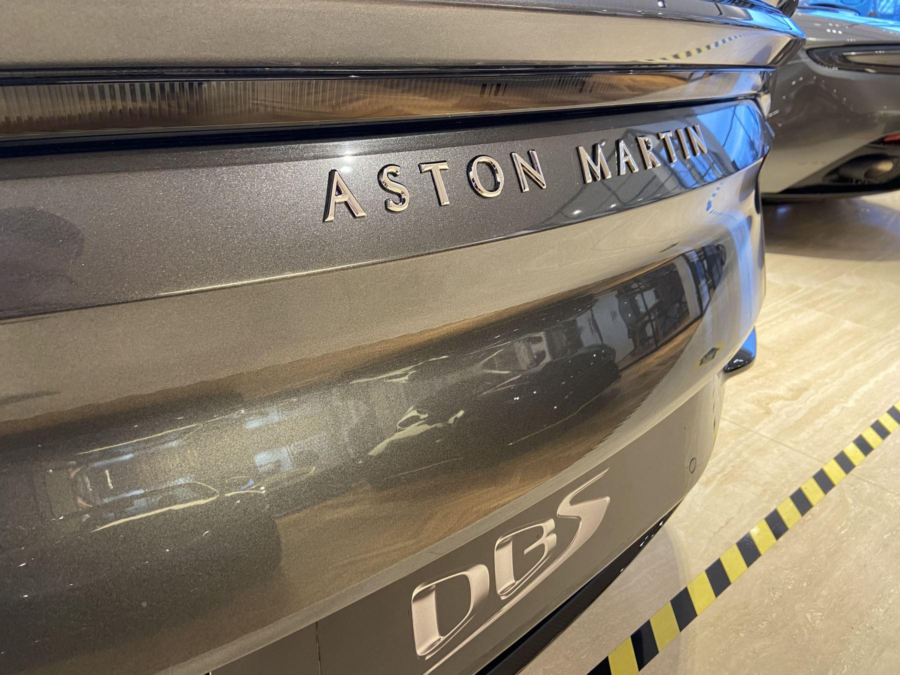 Aston Martin DBS V12 Superleggera Volante Touchtronic image 17