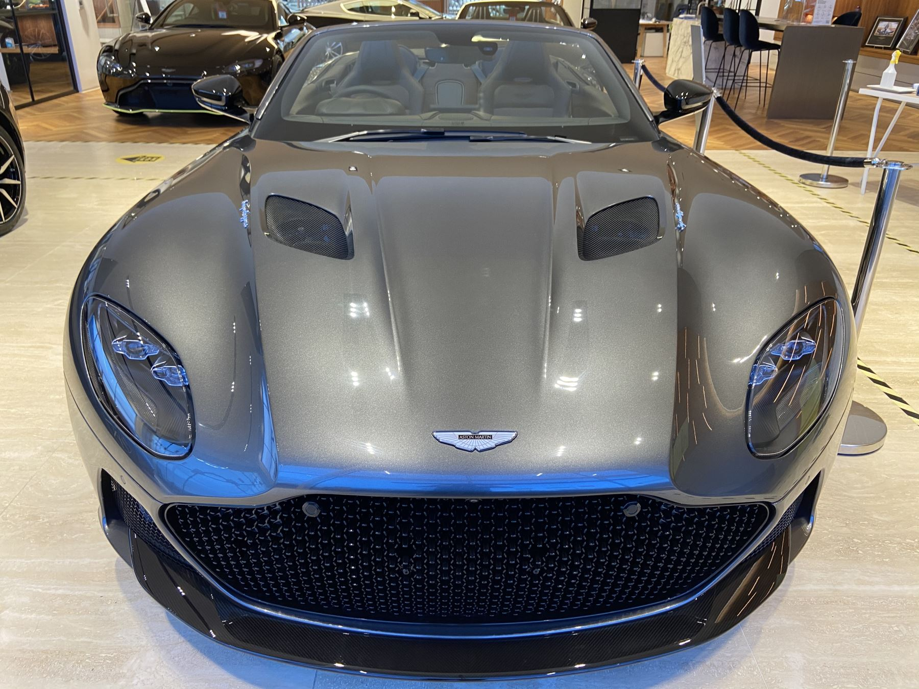 Aston Martin DBS V12 Superleggera Volante Touchtronic image 20