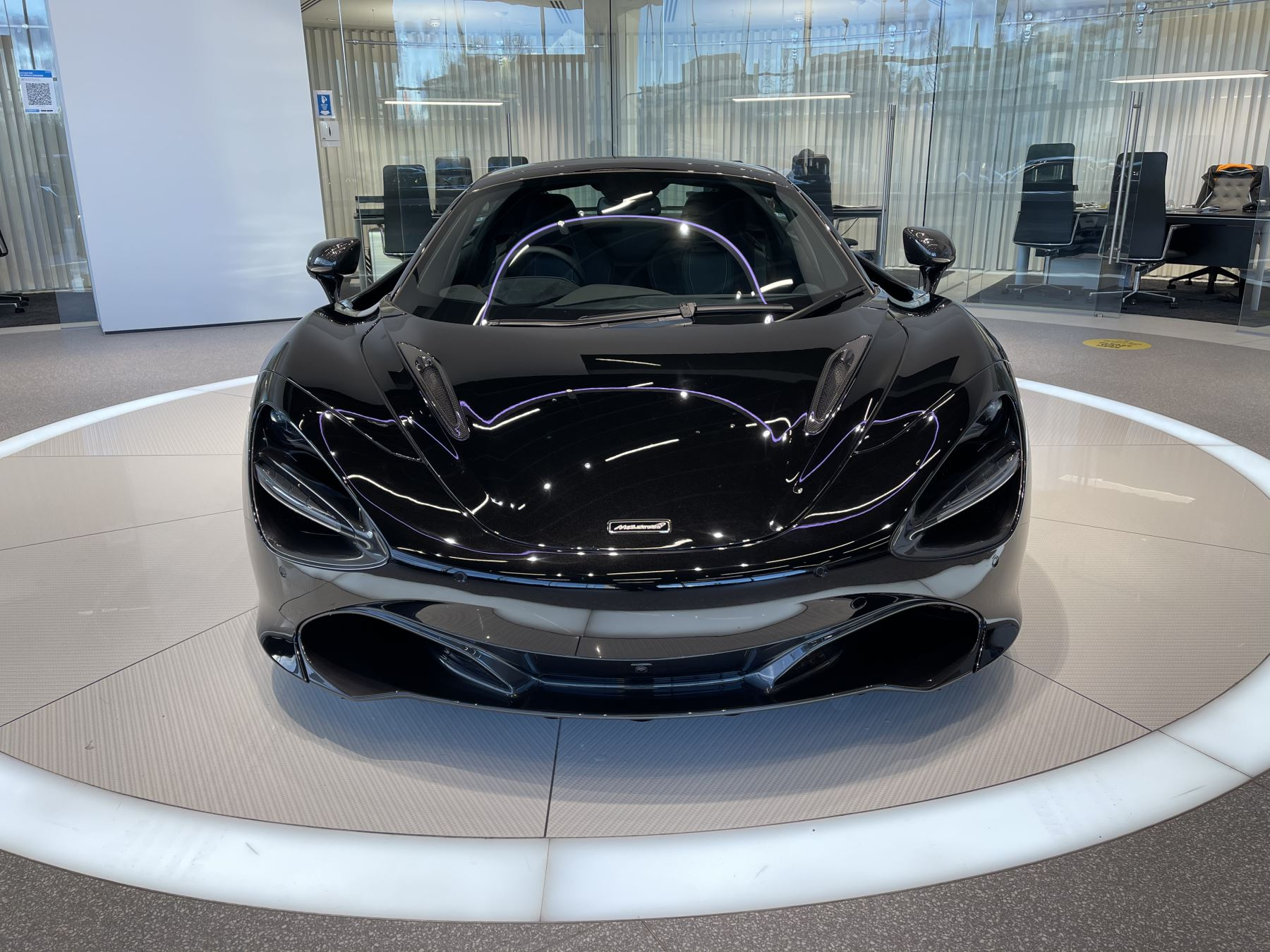 McLaren 720S Spider 4.V8 2 DR PERFORMANCE image 2