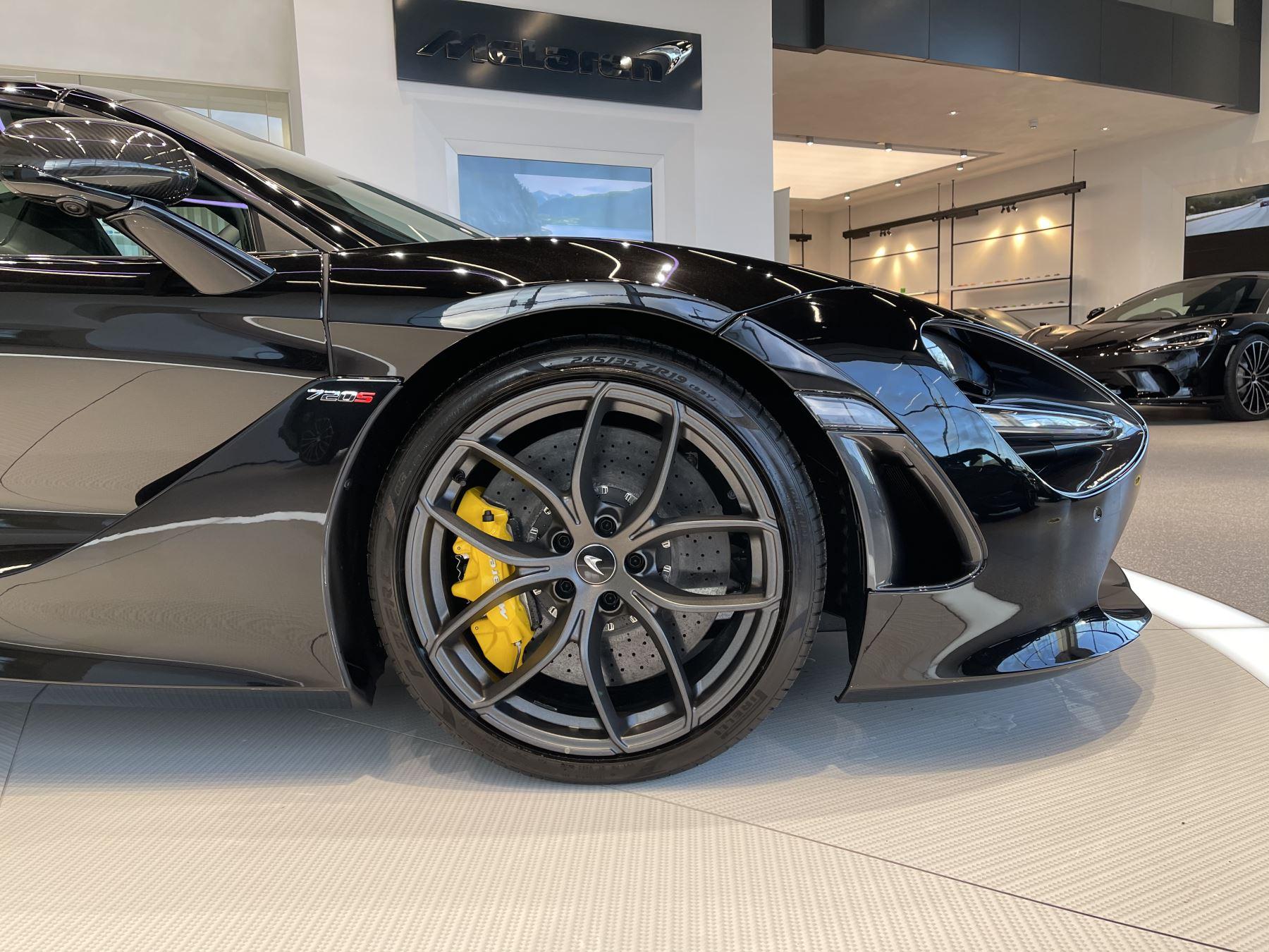 McLaren 720S Spider 4.V8 2 DR PERFORMANCE image 3