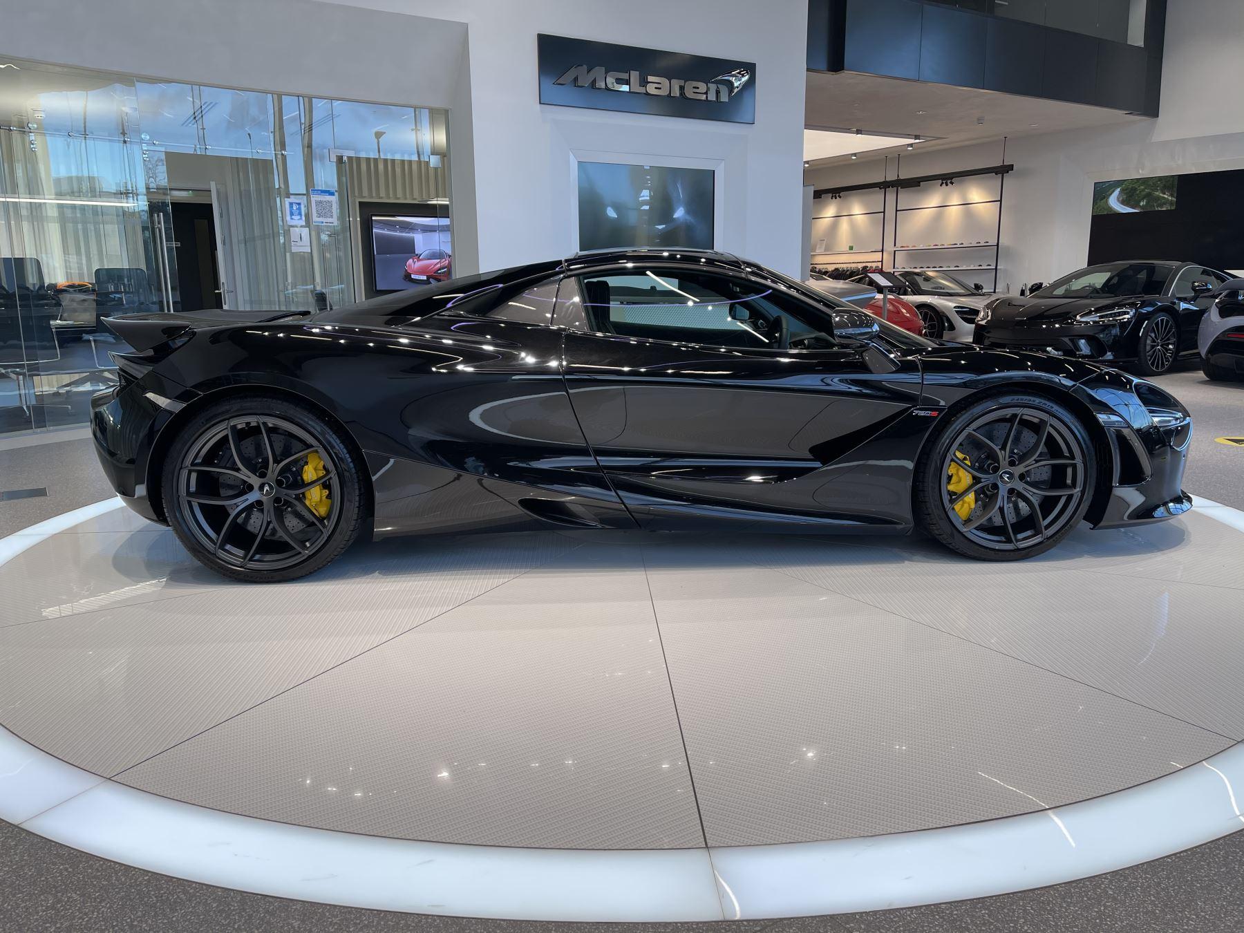 McLaren 720S Spider 4.V8 2 DR PERFORMANCE image 6