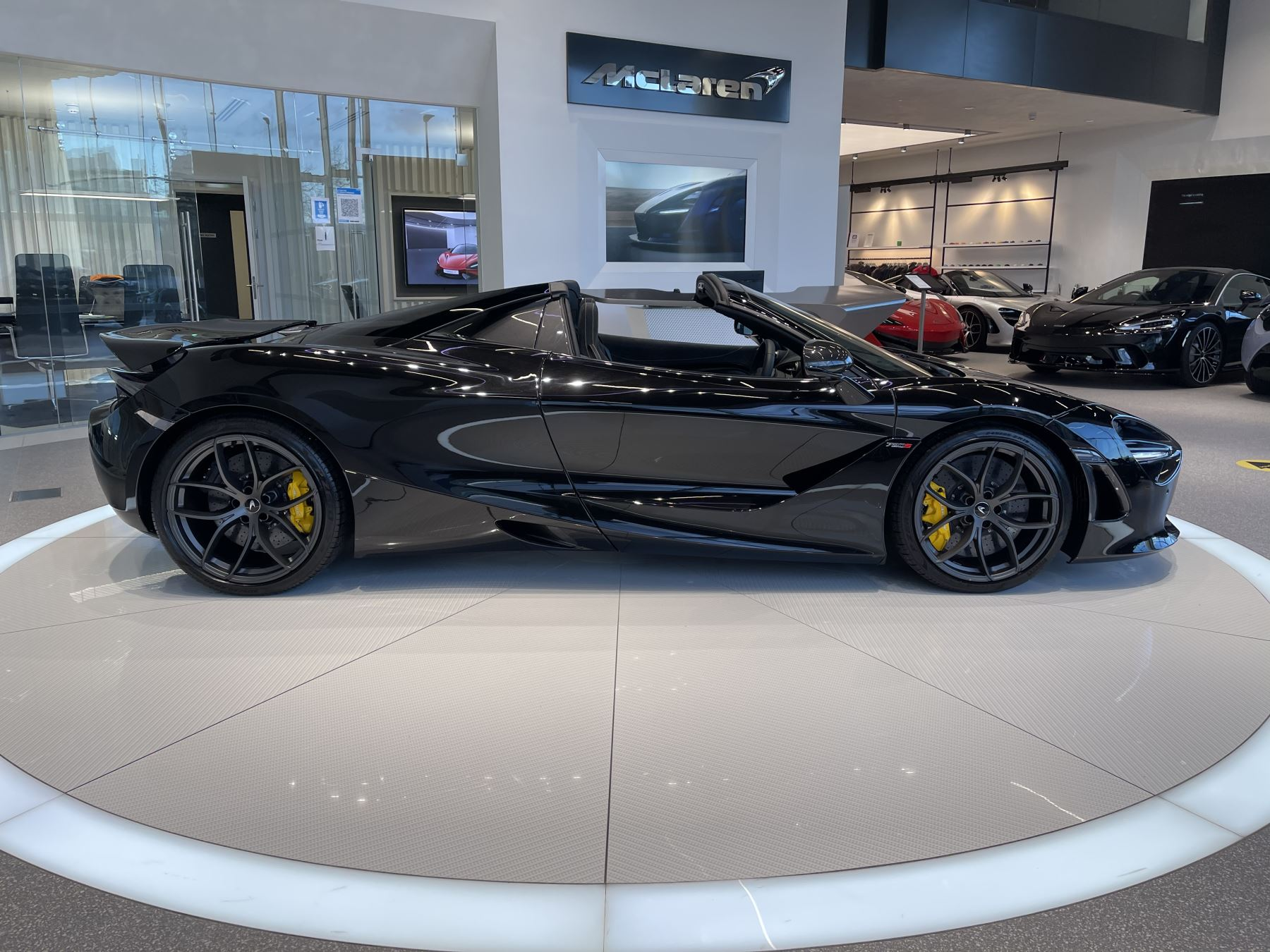 McLaren 720S Spider 4.V8 2 DR PERFORMANCE image 18