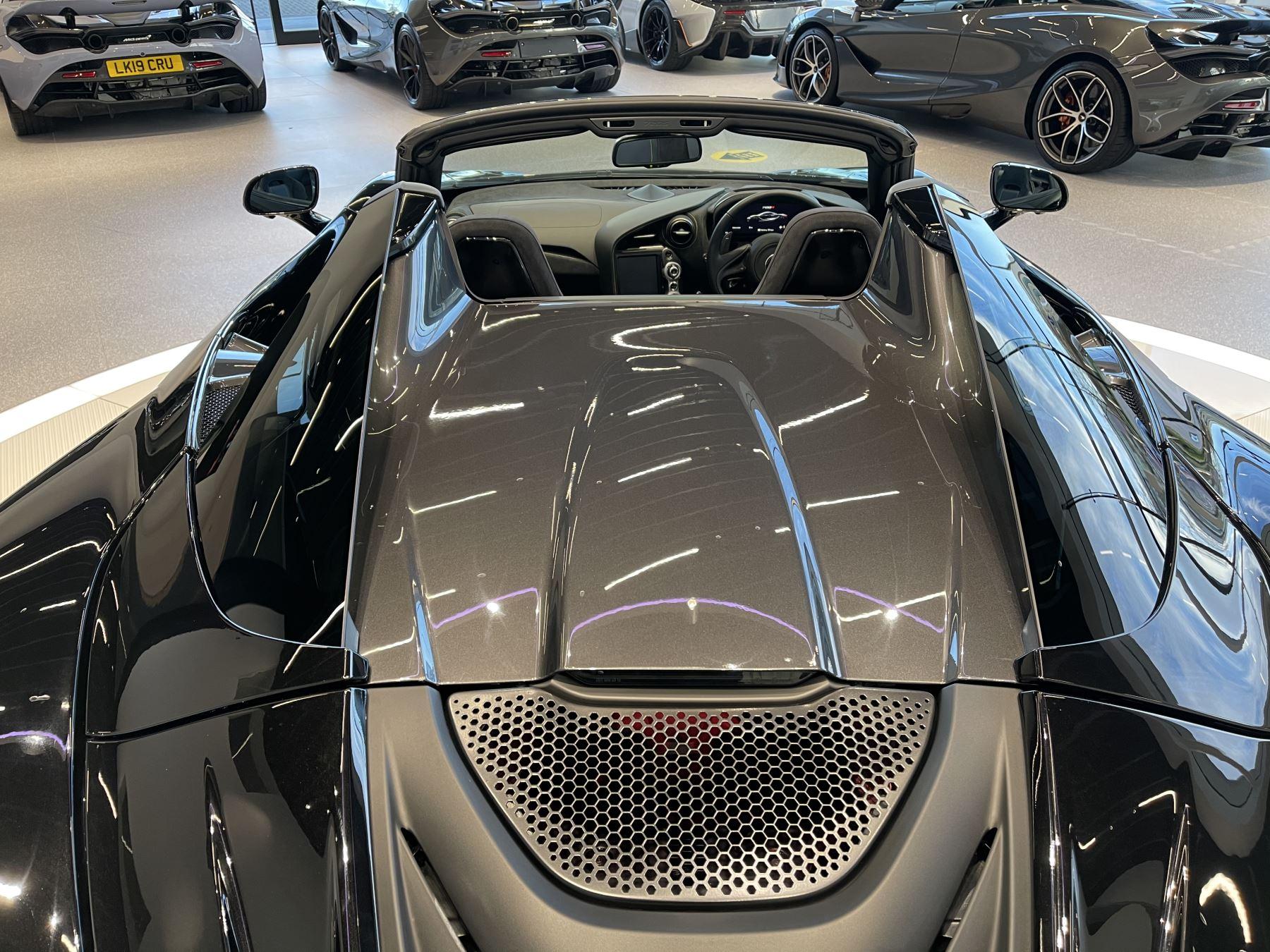 McLaren 720S Spider 4.V8 2 DR PERFORMANCE image 21