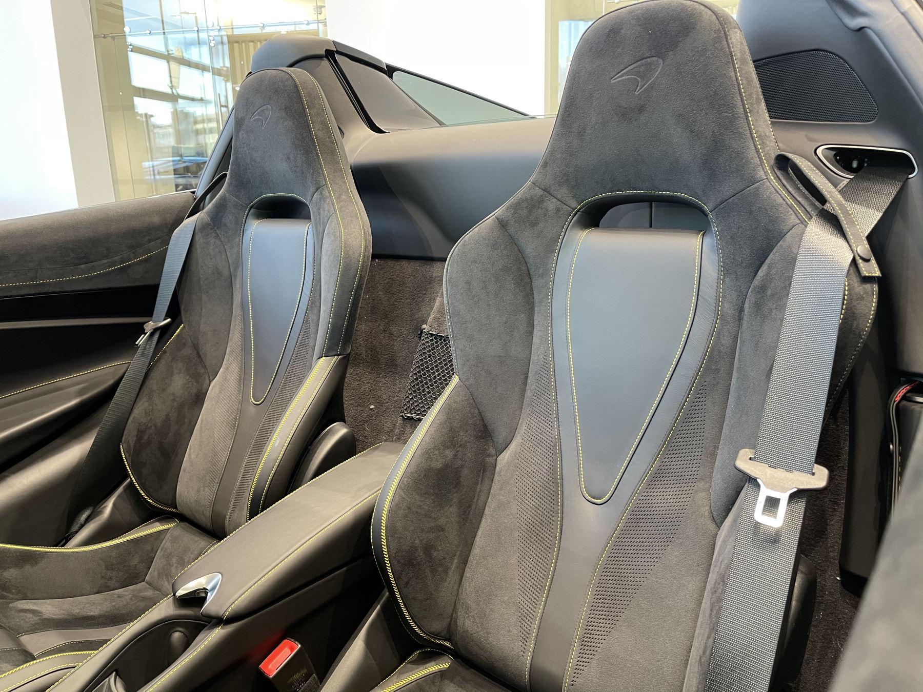 McLaren 720S Spider 4.V8 2 DR PERFORMANCE image 29