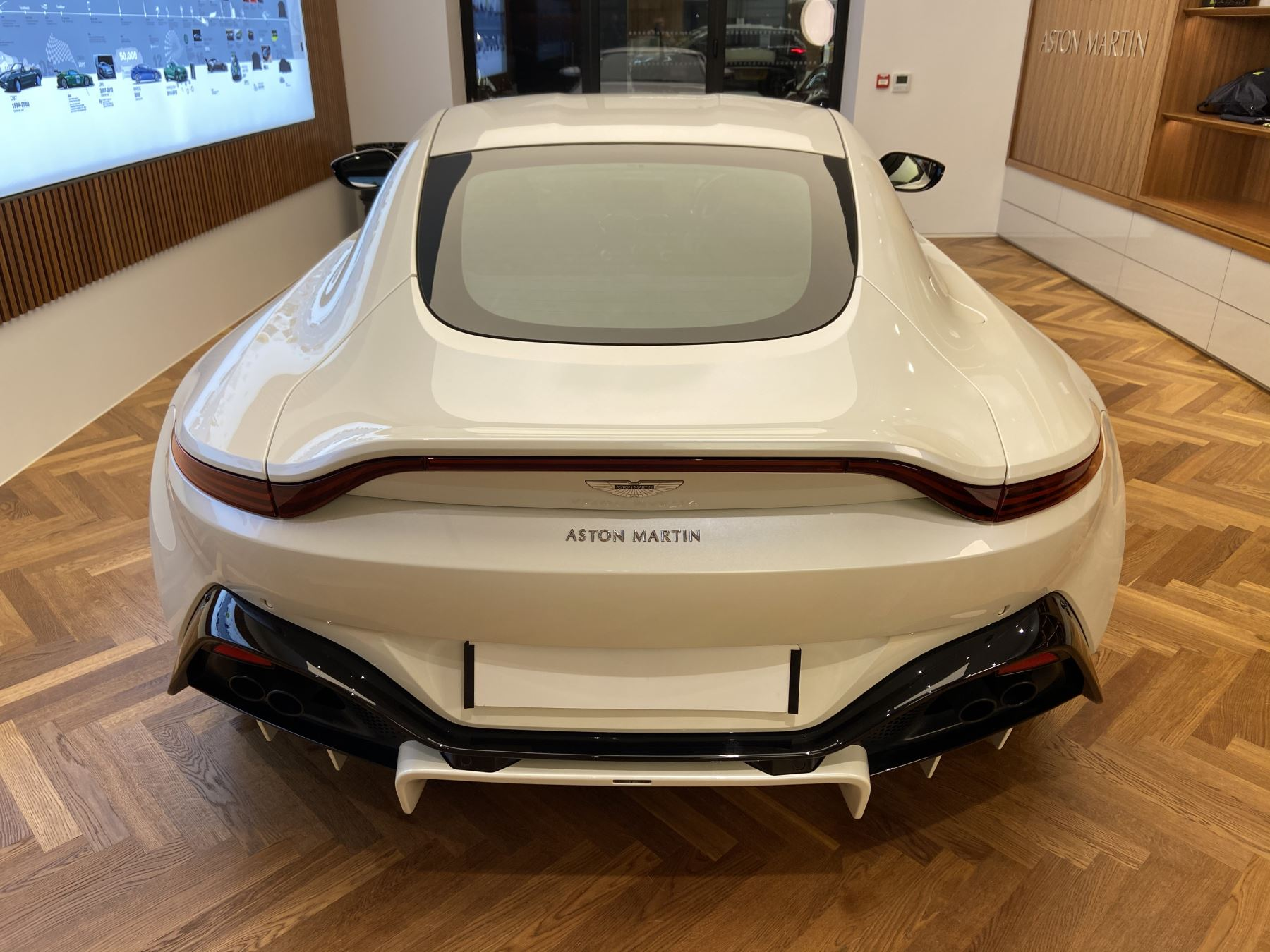 Aston Martin New Vantage 2dr ZF 8 Speed image 6