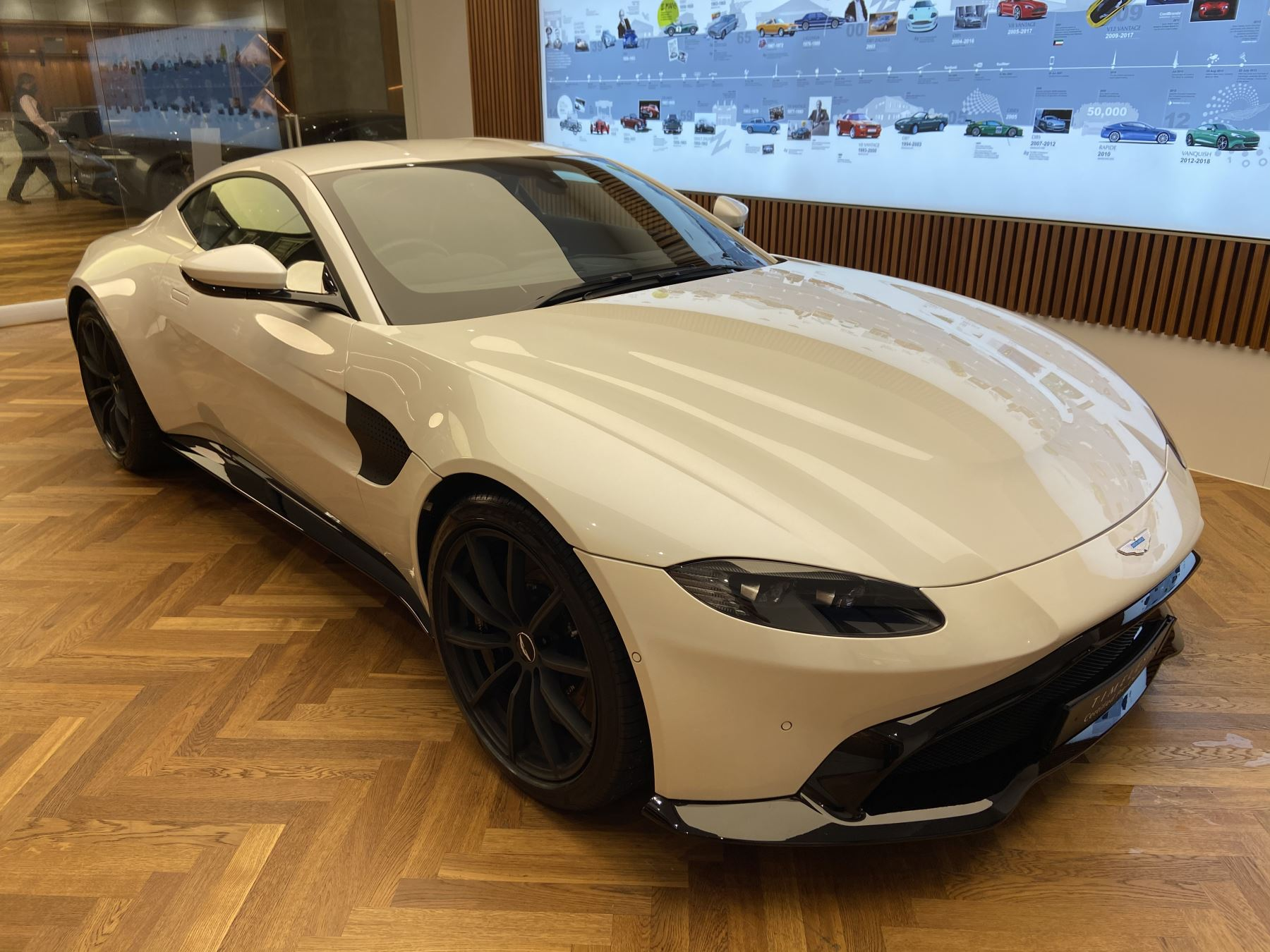 Aston Martin New Vantage 2dr ZF 8 Speed image 2