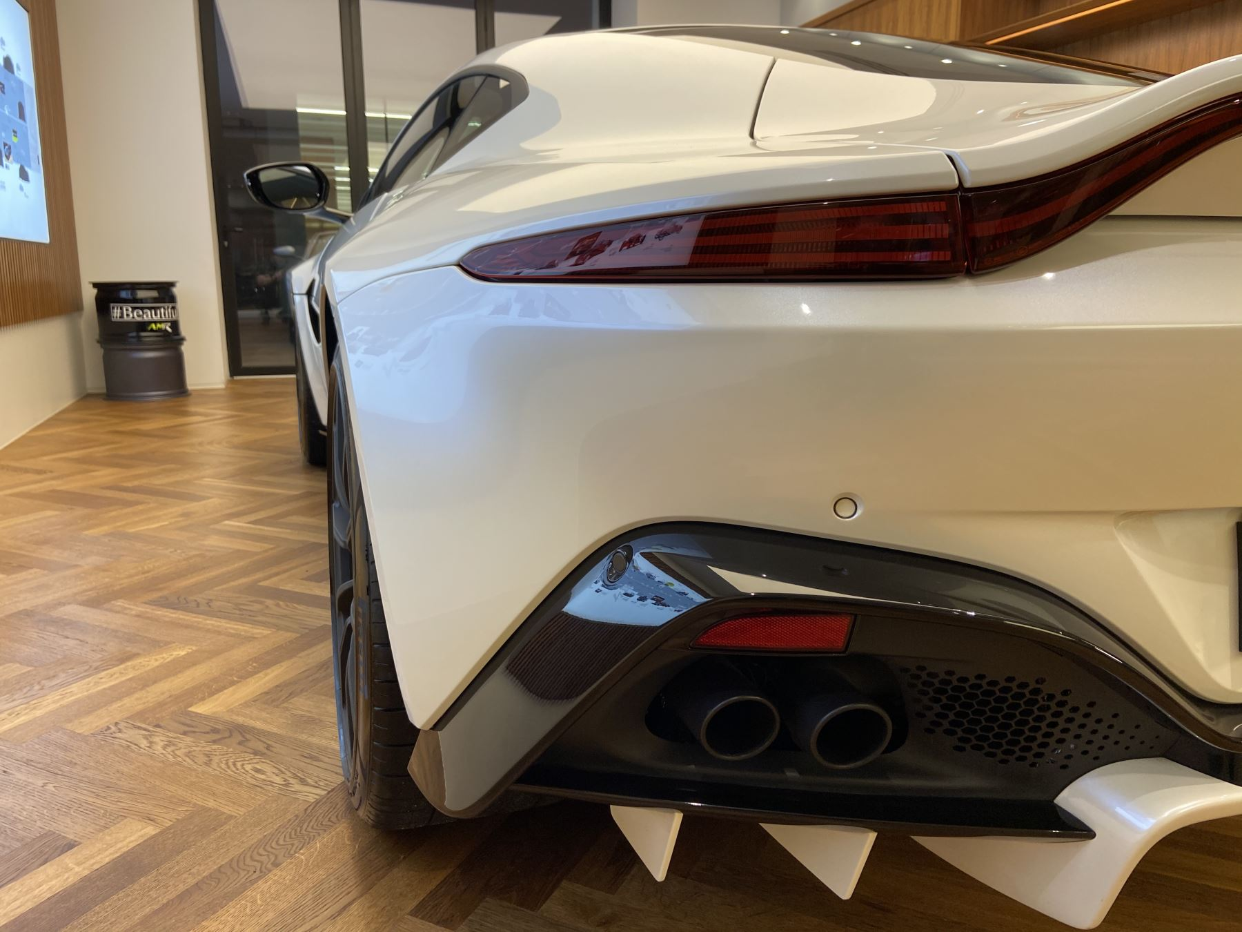 Aston Martin New Vantage 2dr ZF 8 Speed image 9