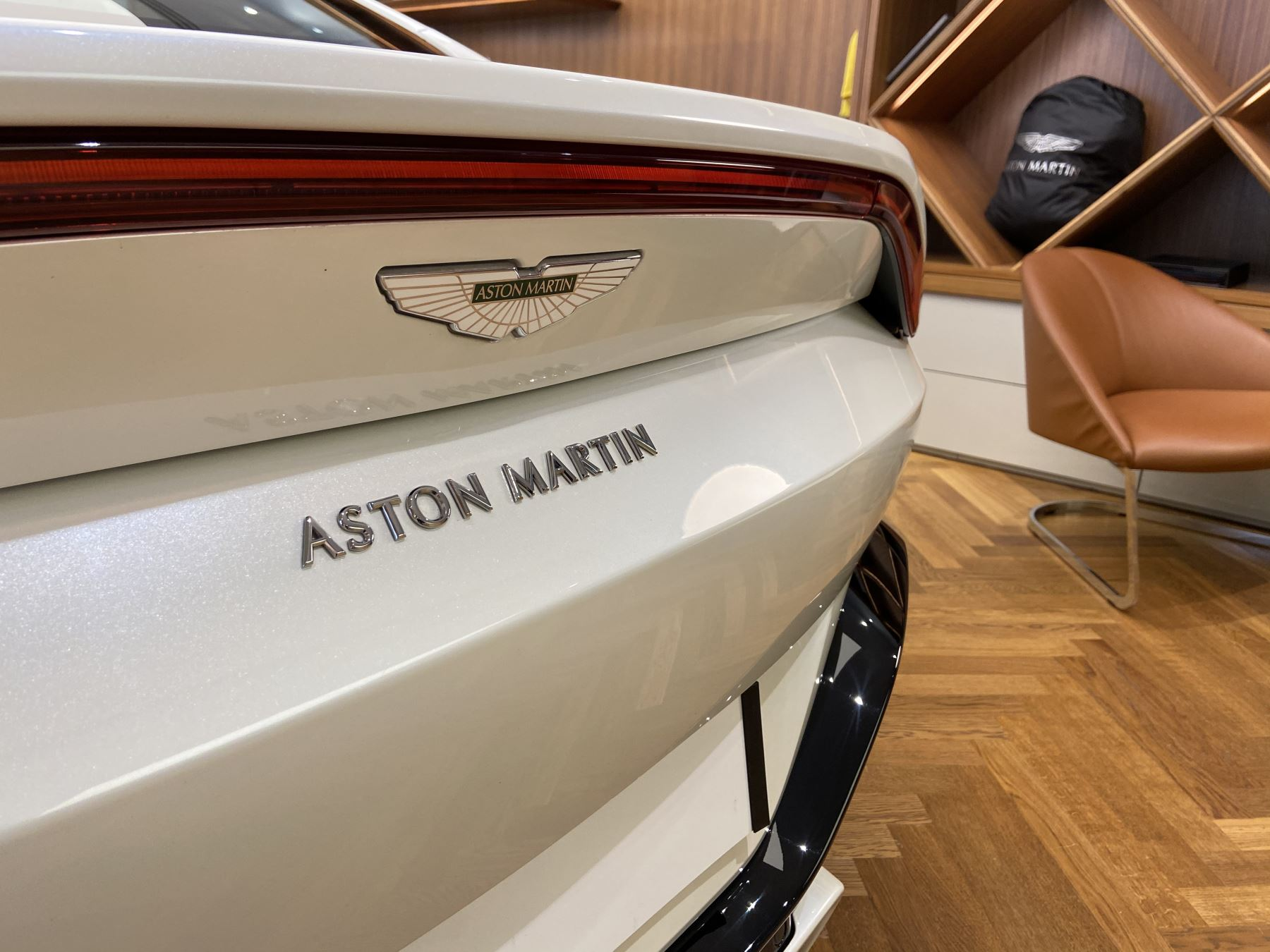 Aston Martin New Vantage 2dr ZF 8 Speed image 10